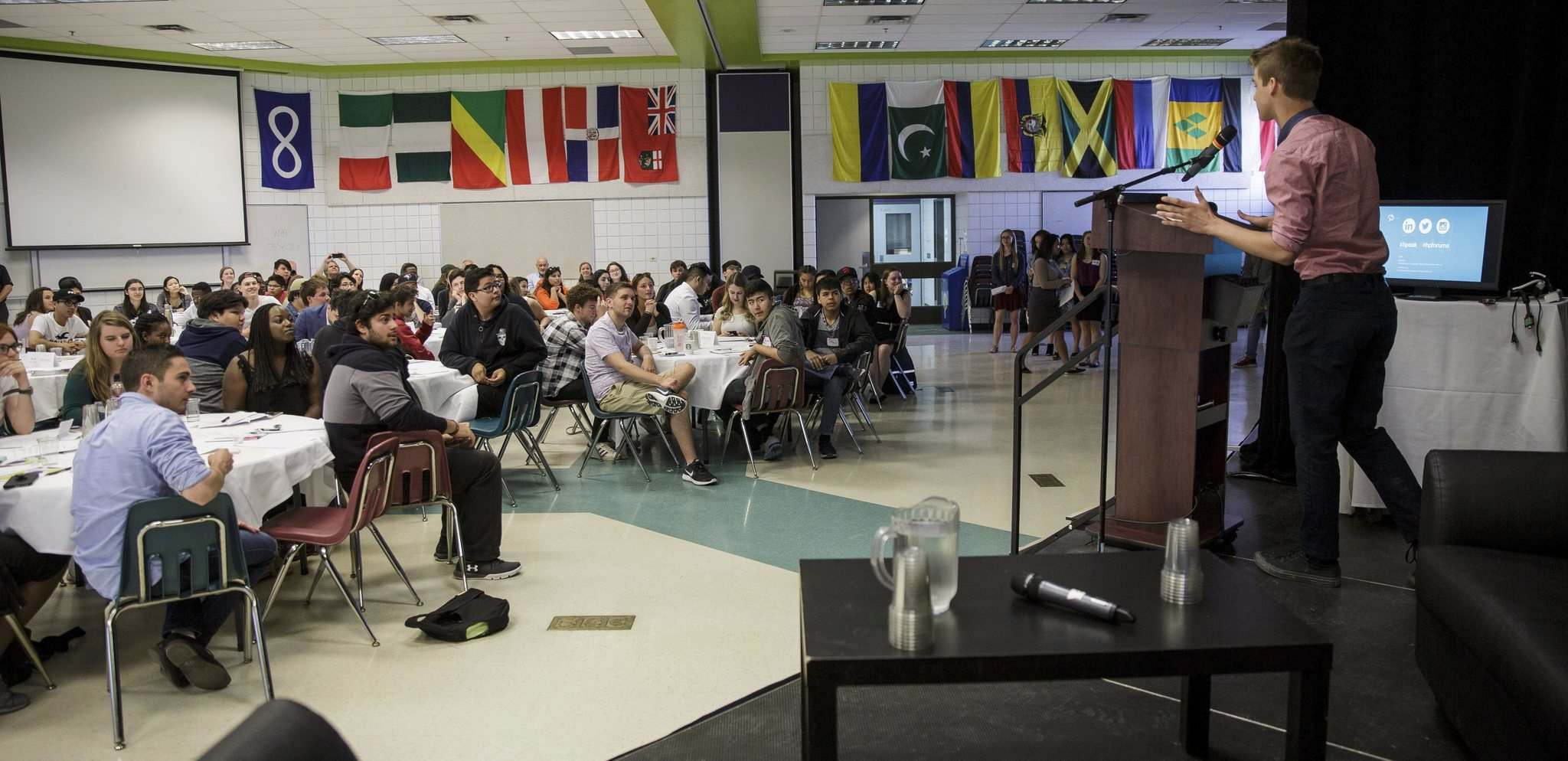 MIKE DEAL / WINNIPEG FREE PRESS</p><p>About 100 students pitched their ideas to local business leaders during the HP Change High School Conference on Wednesday.</p>