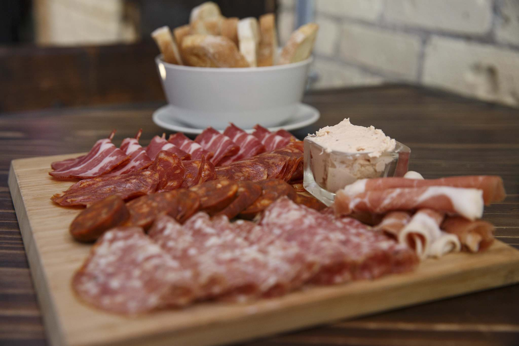 MIKE DEAL / WINNIPEG FREE PRESS</p><p>Cured meats and bread at the Amsterdam Tea Room and Bar.</p>