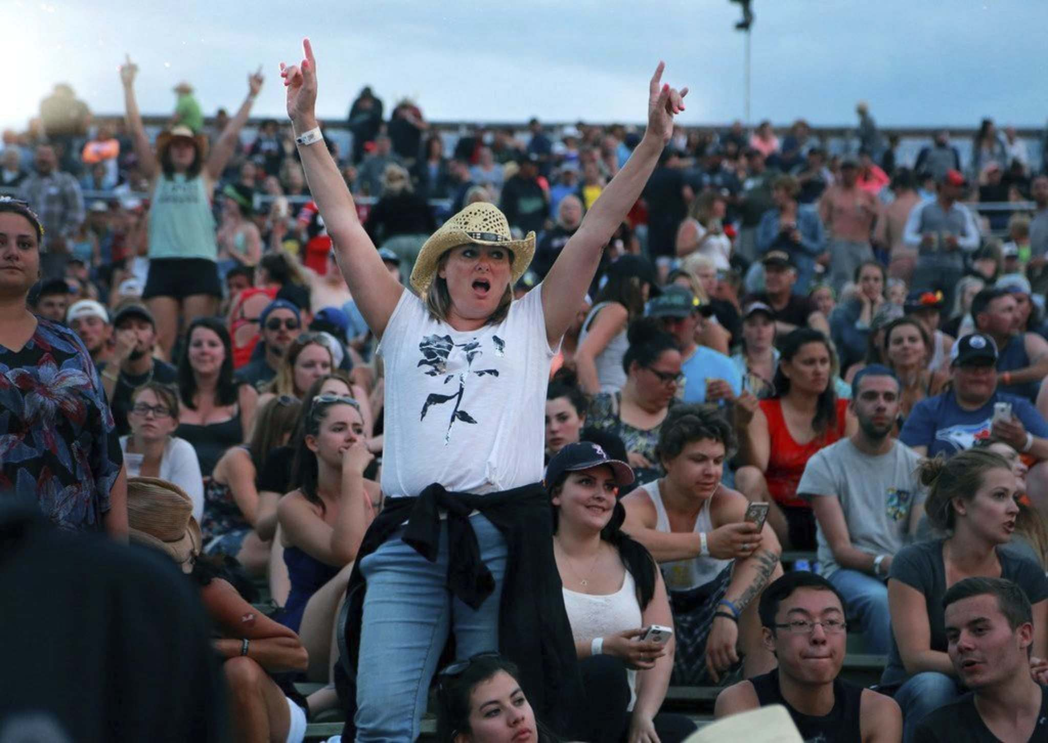 A woman cheers as she and the audience at Dauphin's Countryfest await the Saturday night headliners last year. (Colin Corneau / Brandon Sun files)