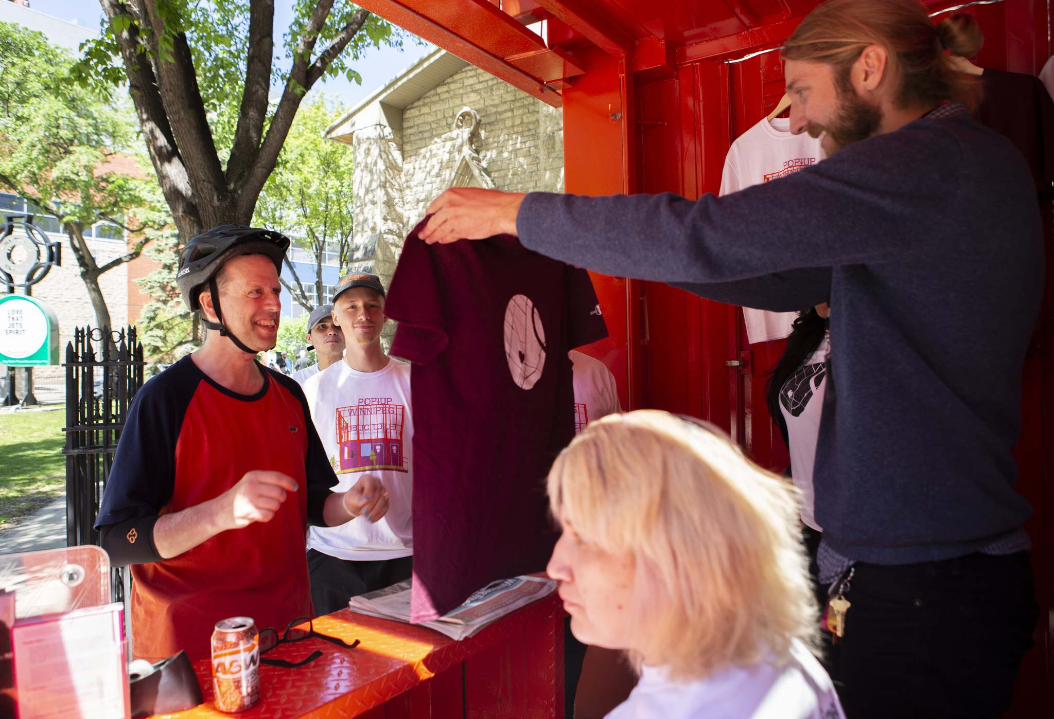 Andrew Ryan / Winnipeg Free Press</p><p>A man purchases a T-shirt from the new pop-up toilet, which also sells newspapers and water bottles. All proceeds will go to Siloam Mission. </p>