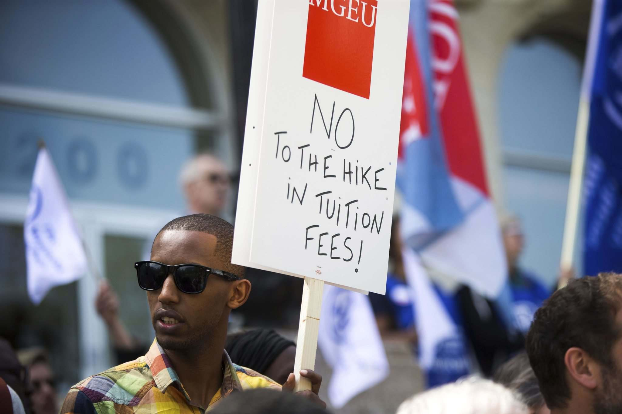 MIKAELA MACKENZIE / WINNIPEG FREE PRESS</p><p>Mikaela MacKenzie / Winnipeg Free Press</p><p>Students and faculty rally against tuition-fee hikes and budget cuts at Universit&#233; de Saint-Boniface on Thursday.</p>