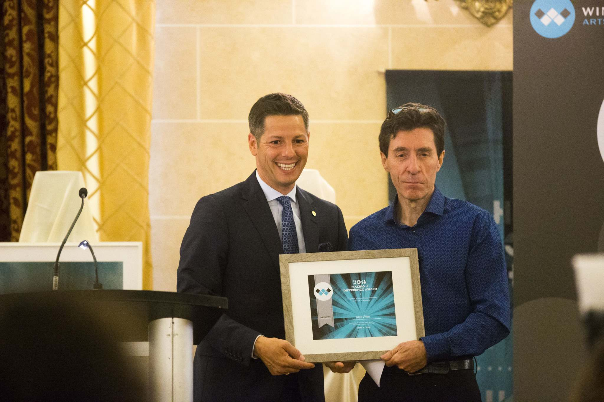 Mayor Brian Bowman and Making a Difference Award winner Keith Oliver, president of the Manitoba Craft Council. (MIKAELA MACKENZIE / WINNIPEG FREE PRESS)