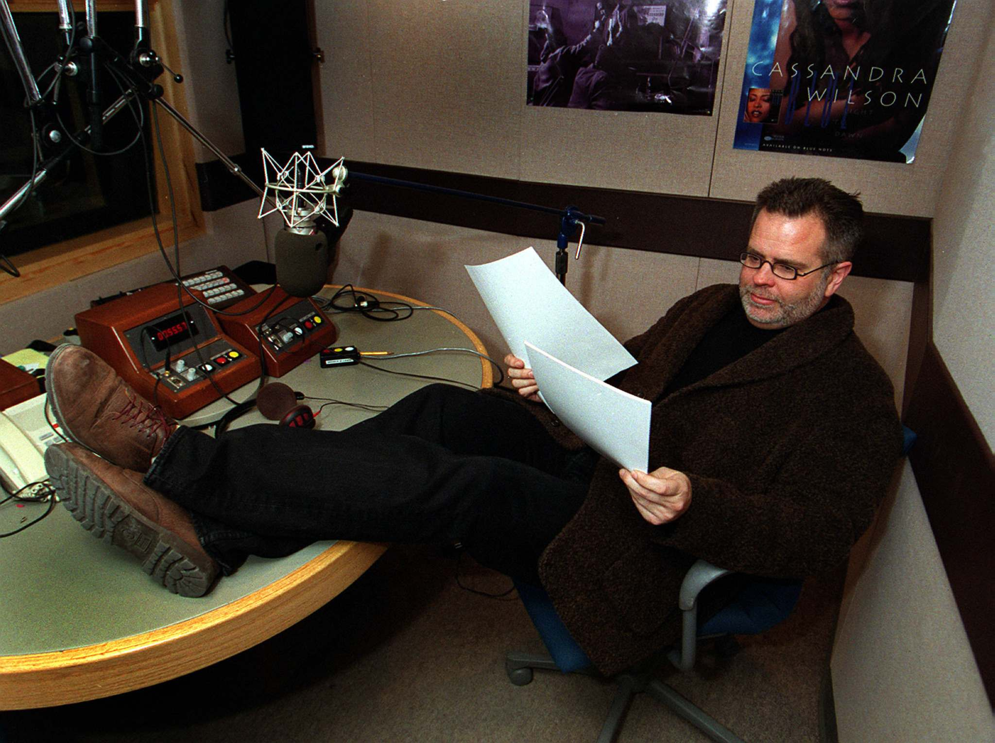 Ross Porter in Winnipeg in 2000 during his stint as host of the CBC show After Hours. (Wayne Glowacki / Winnipeg Free Press Files)</p>