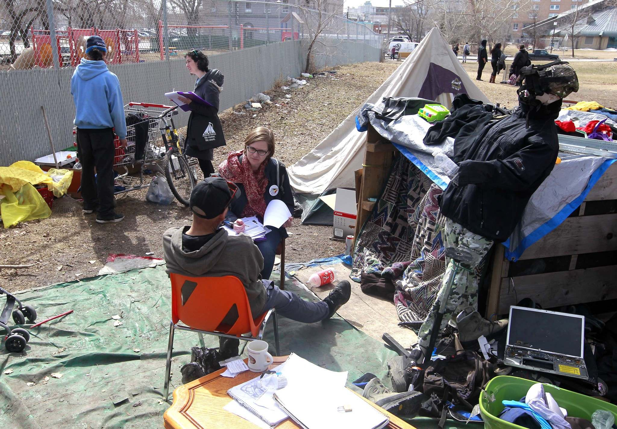 BORIS MINKEVICH / WINNIPEG FREE PRESS FILES</p><p>Street Census volunteers Heather Campbell-Enns, right, and Lisa Manning, behind left, interview homeless people living in a makeshift shanty camp in a park in Winnipeg&#39;s core area.</p>