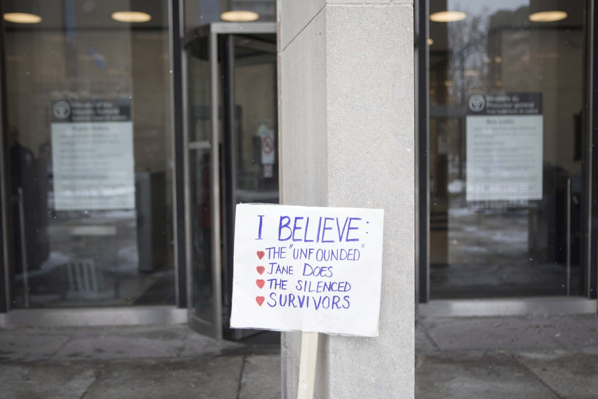 A placard left outside court by a Mandi Gray supporter in Toronto in 2017 while Mustafa Ururyar appealed his conviction inside the building. (Chris Young / The Canadian Press Files)