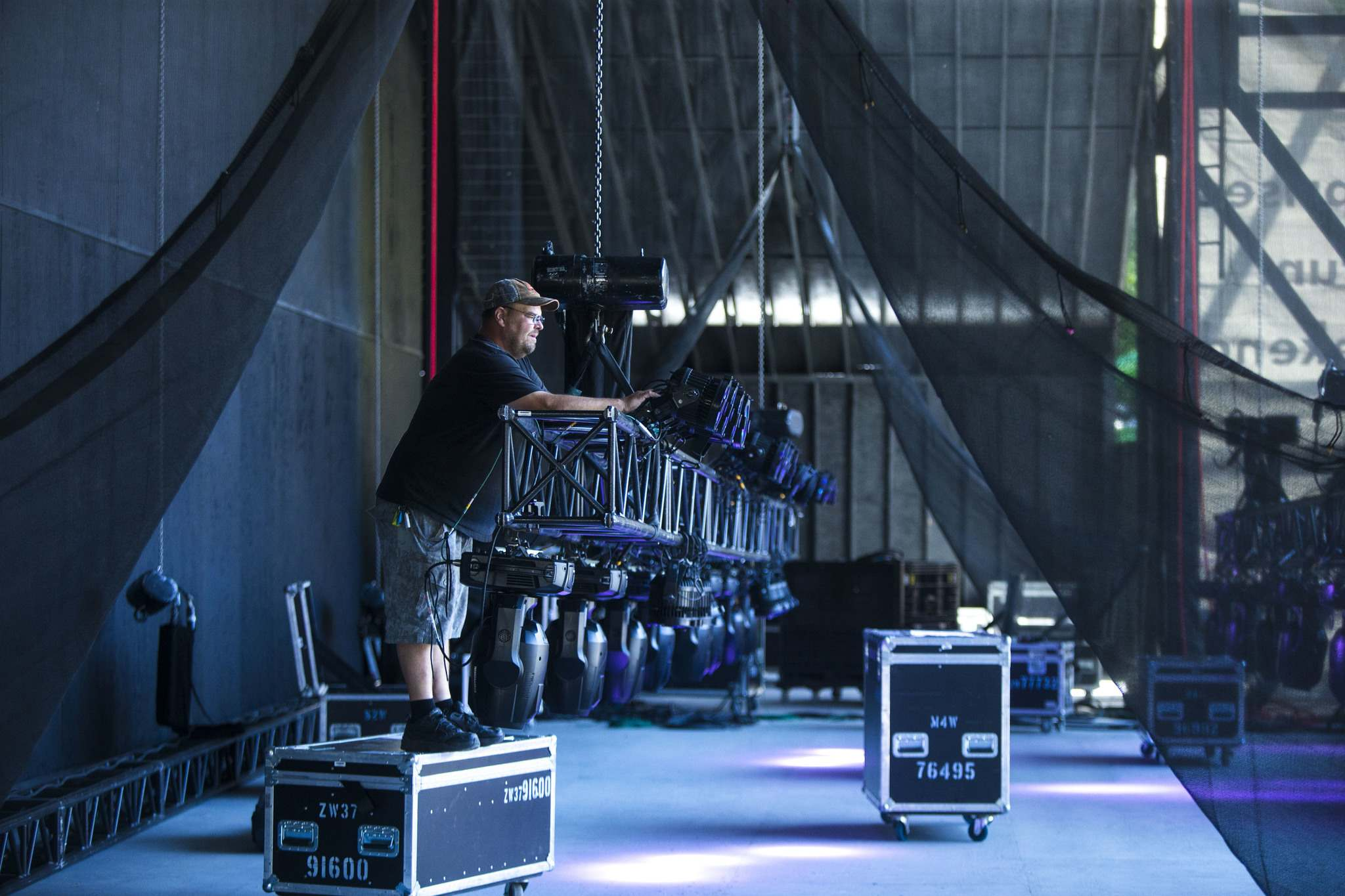 MIKAELA MACKENZIE / WINNIPEG FREE PRESS</p><p>Martin Ruf, lighting director, sets the lights up on the main stage for Countryfest.</p>