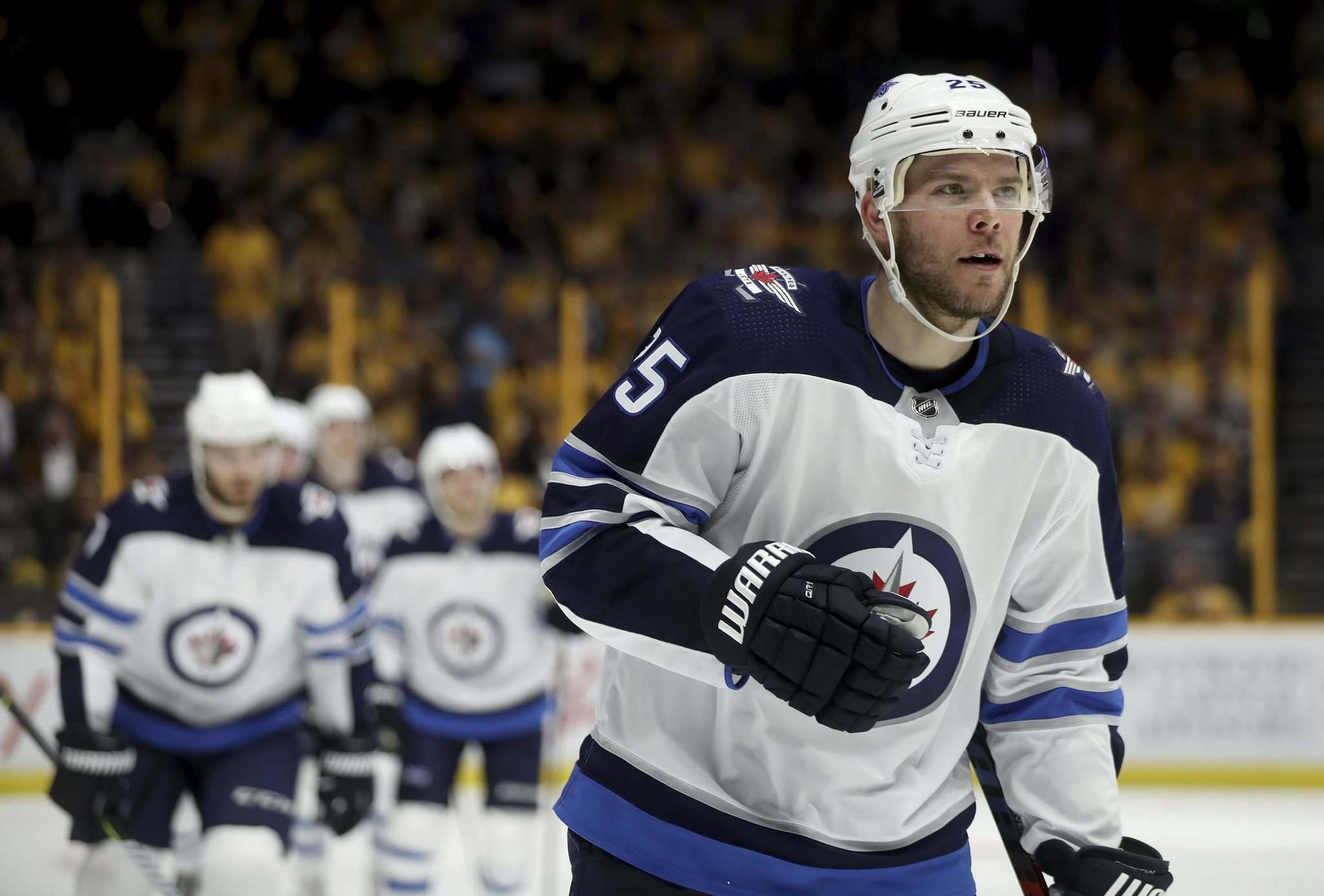 TREVOR HAGAN / WINNIPEG FREE PRESSWinnipeg Jets&rsquo; Paul Stastny (25), leads the team off the ice after scoring against the Nashville Predators&rsquo; during second period NHL action during game one of their second round playoff series in Nashville, TN, Friday, April 27, 2018.</p></p>