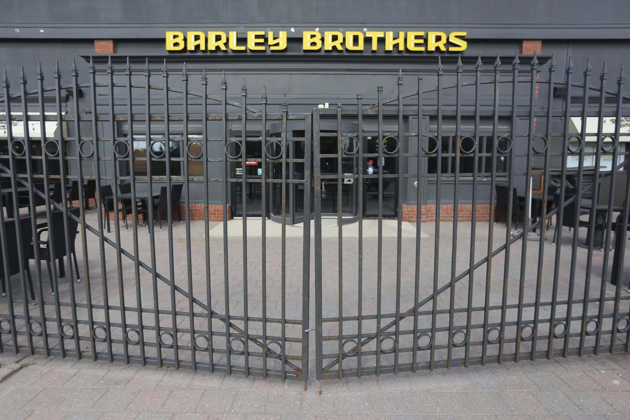 TREVOR HAGAN / WINNIPEG FREE PRESS</p><p>The closed Barley Brothers location on Pembina will reopen in September as a steakhouse.</p></p>