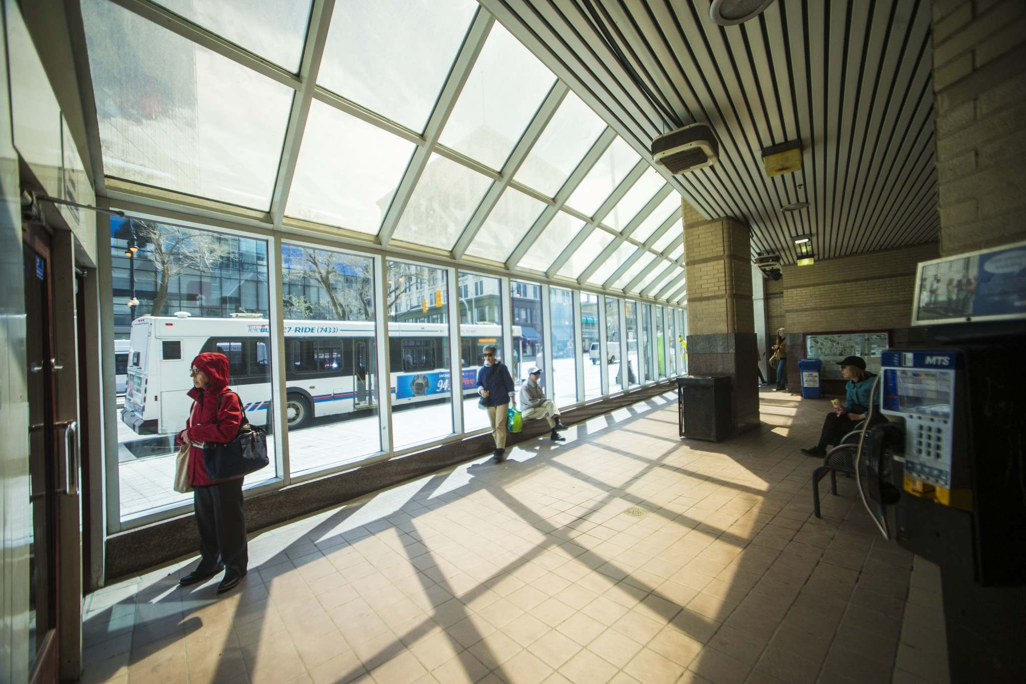 MIKAELA MACKENZIE / WINNIPEG FREE PRESS</p><p>The bus stop shelter at Portage Place on Portage Ave.</p>