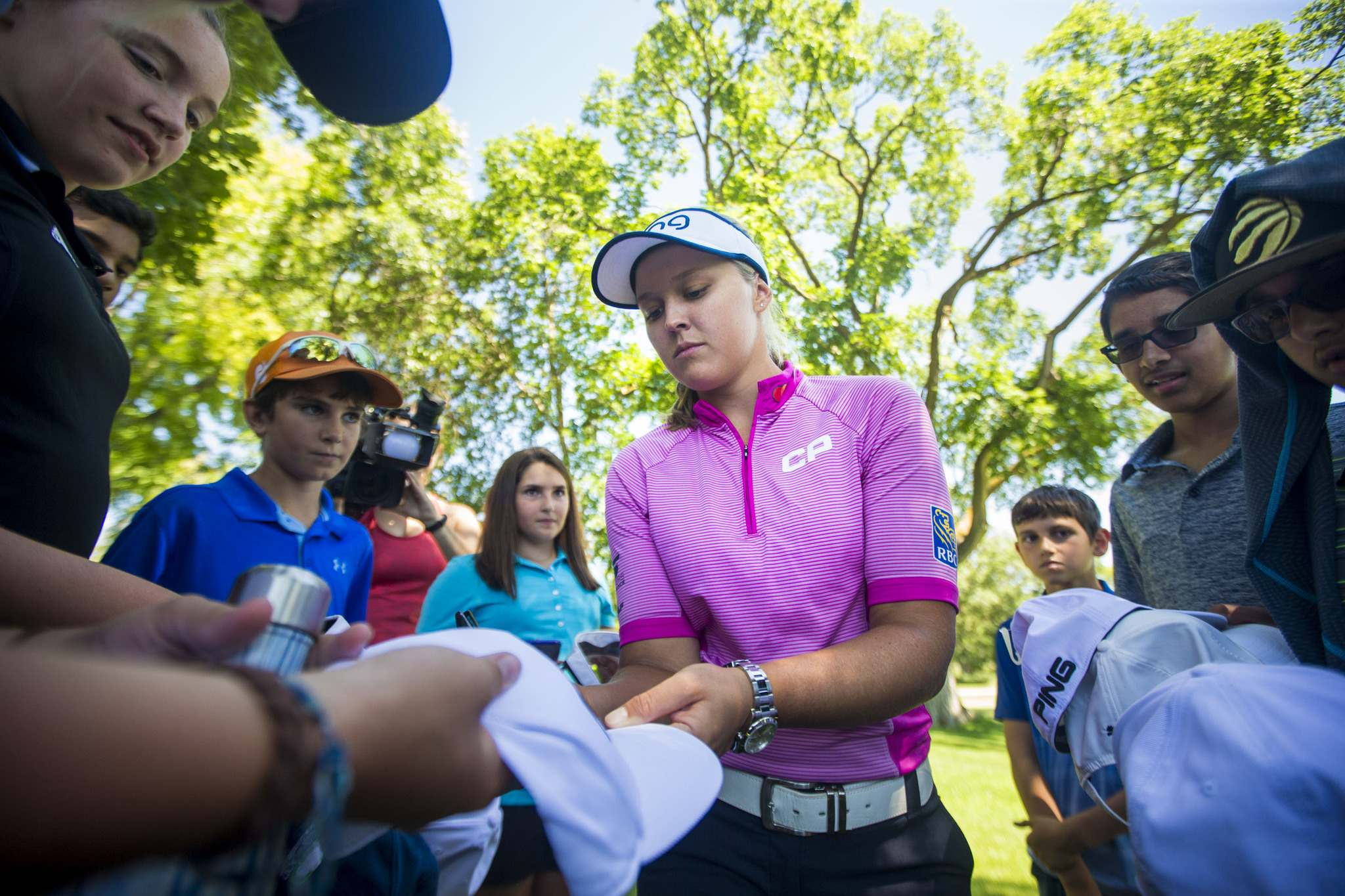 MIKAELA MACKENZIE / WINNIPEG FREE PRESS</p><p>Six-time LPGA tournament winner Brooke Henderson poses for pictures and signs autographs for kids in the Future Pros Program at the St. Charles Country Club in Winnipeg on Tuesday.</p>