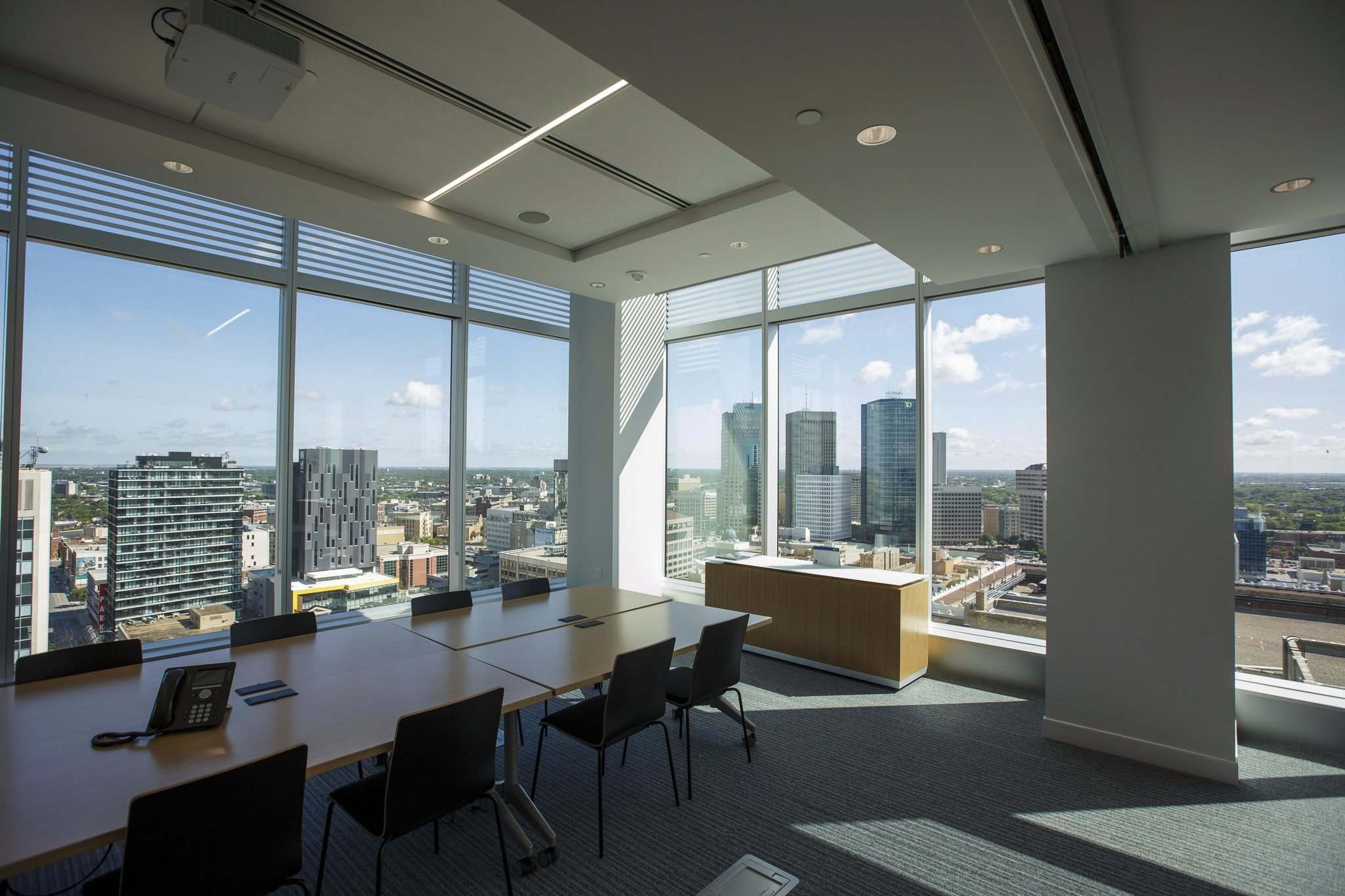 Downtown view from a conference room at TDS. (Mike Deal / Winnipeg Free Press)</p>