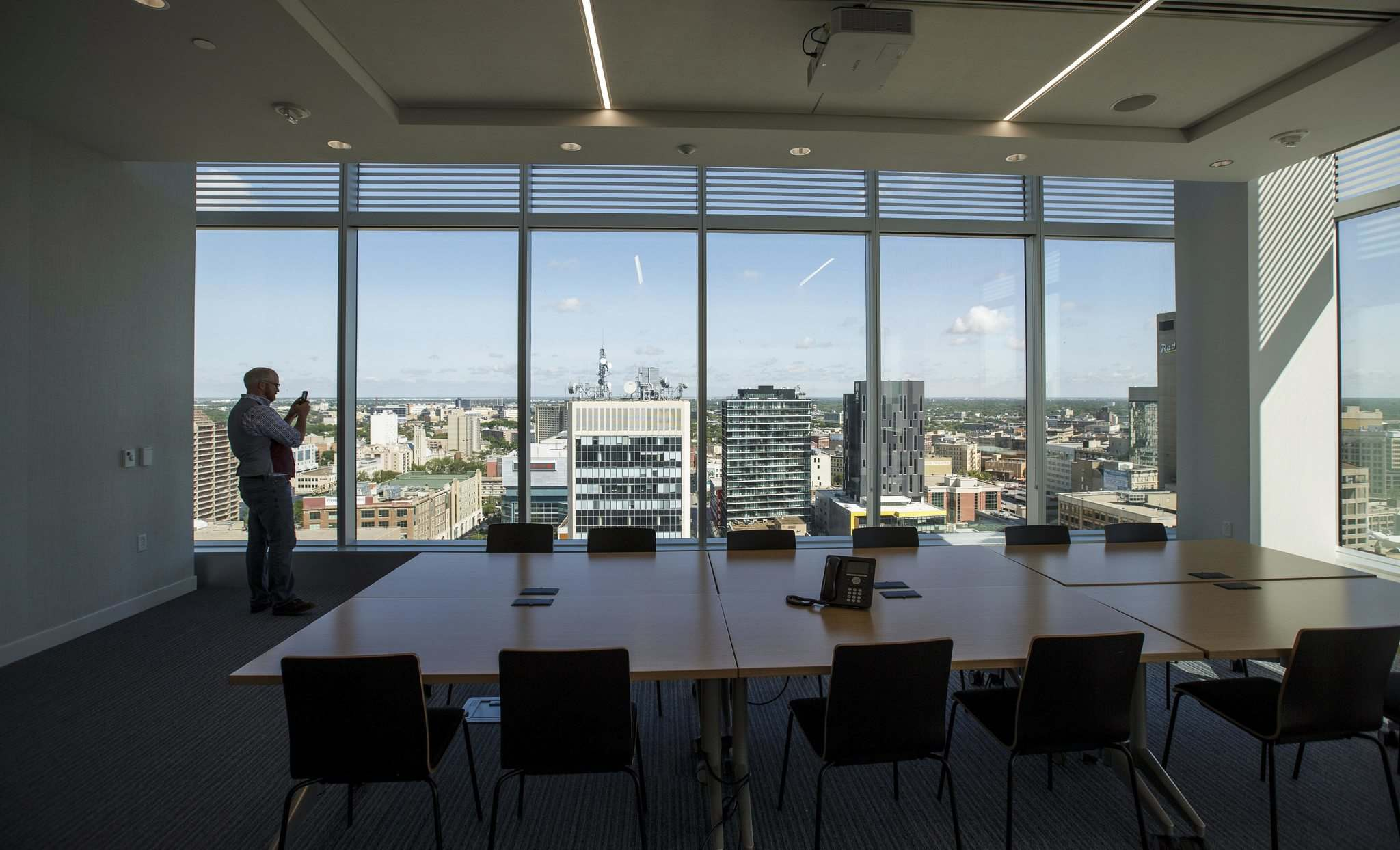 Conference room views. (Mike Deal / Winnipeg Free Press)</p>