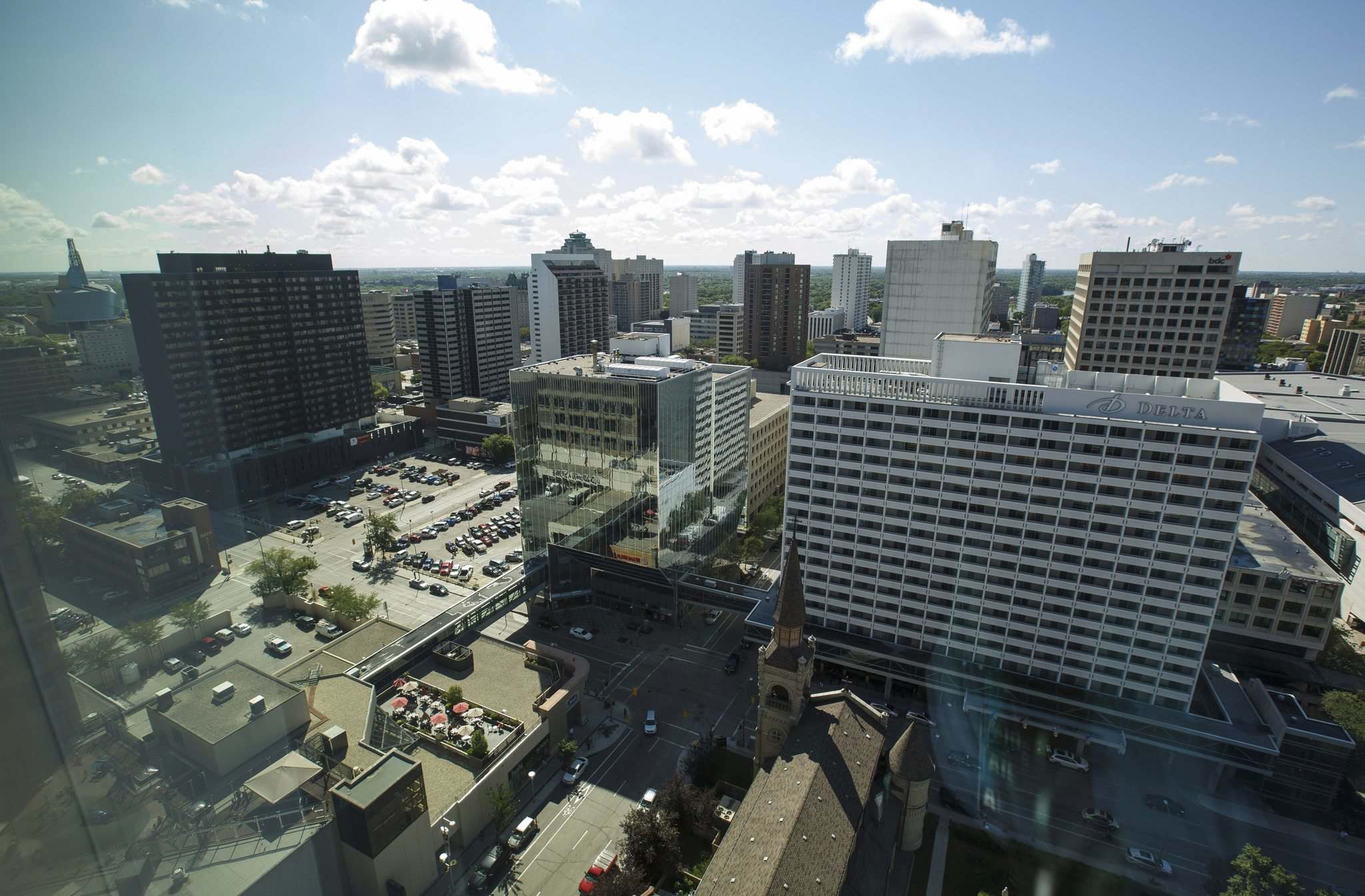 View from the 17th floor. (Mike Deal / Winnipeg Free Press)</p>