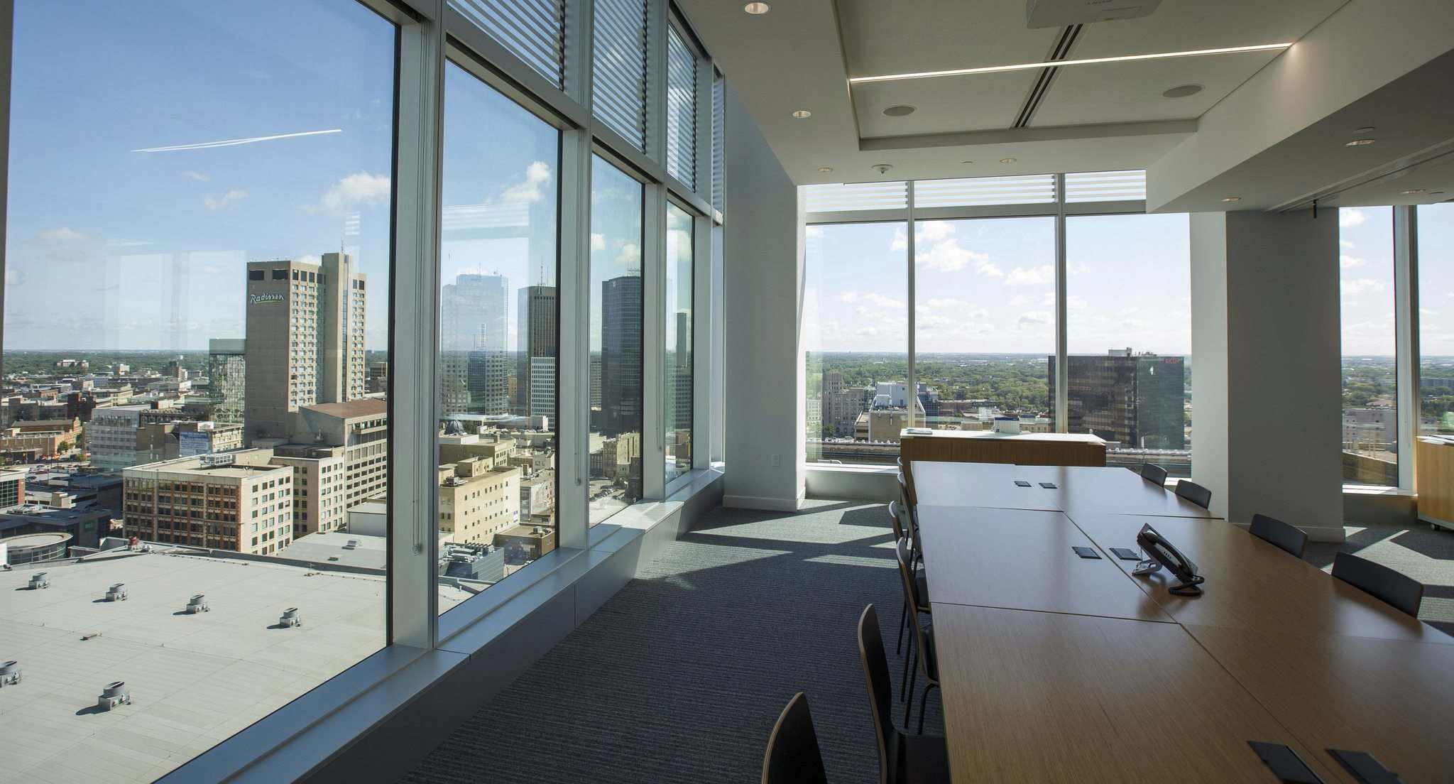 A large conference room with views of downtown Winnipeg. (Mike Deal / Winnipeg Free Press)</p>