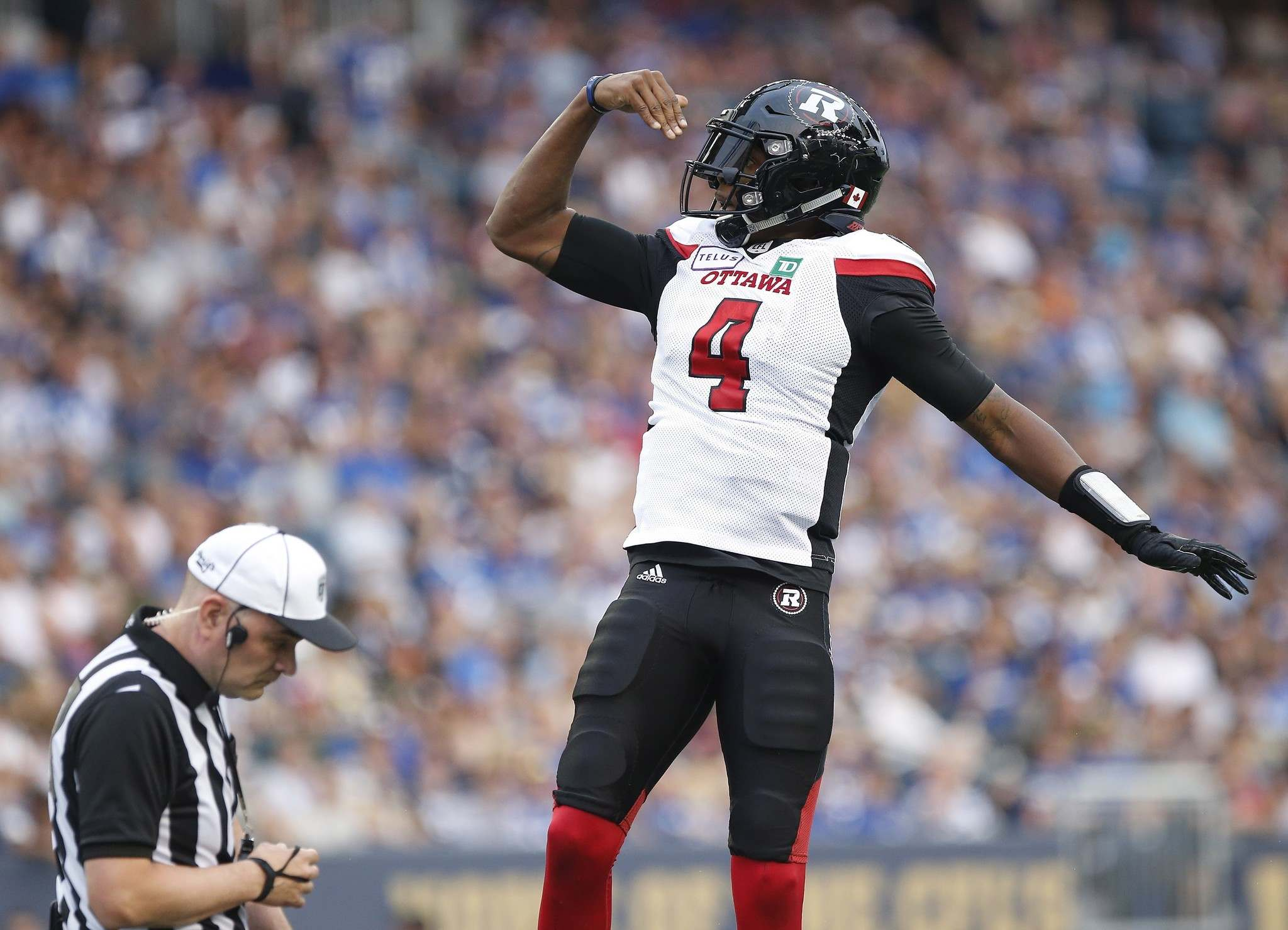 Ottawa Redblacks&#39; quarterback Dominique Davis (4) celebrates his touchdown against the Winnipeg Blue Bombers during the first half of CFL action in Winnipeg Friday, August 17, 2018. (John Woods / The Canadian Press)</p>