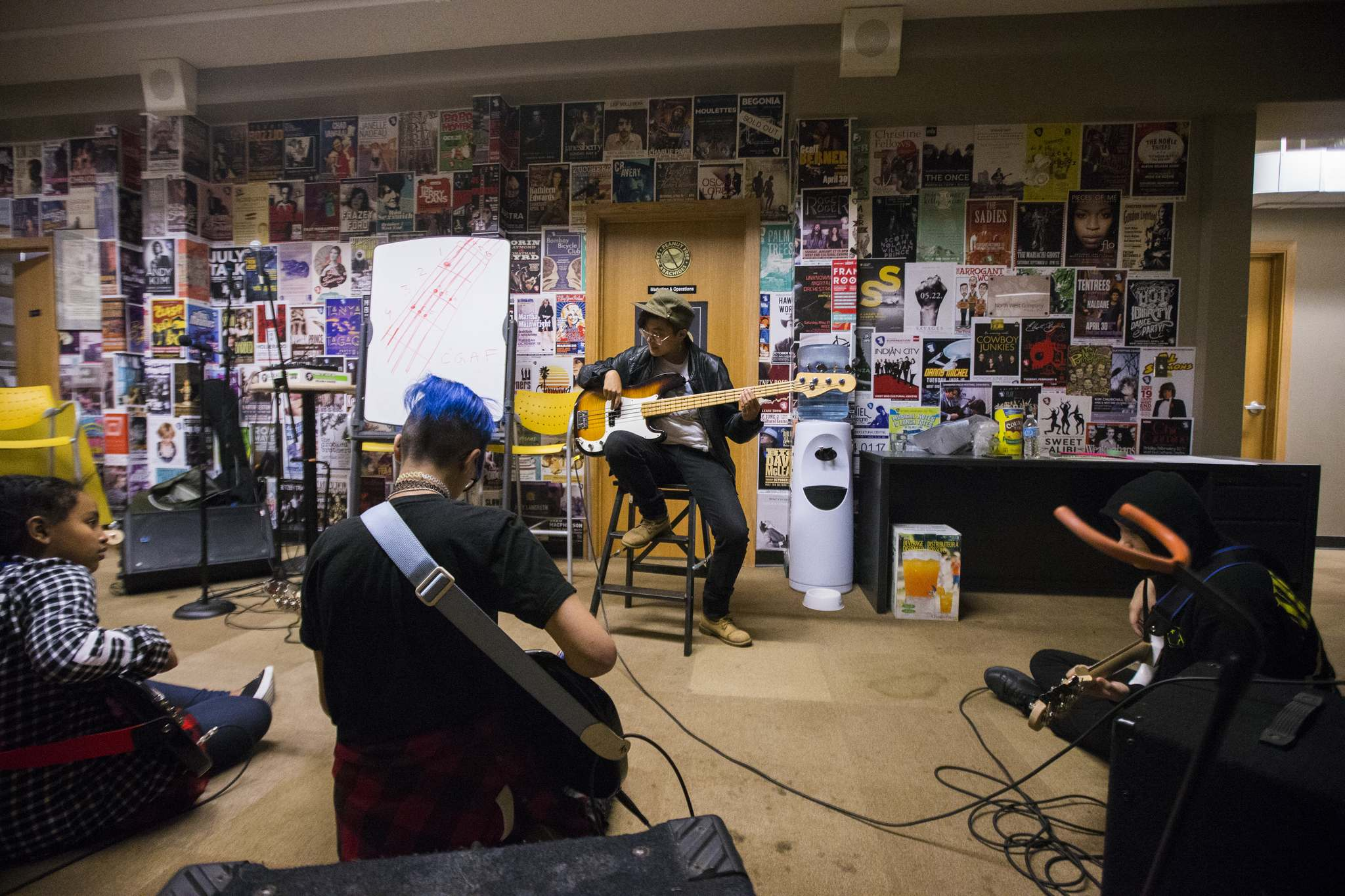 Ashley Au teaches bass. (Mikaela MacKenzie / Winnipeg Free Press)</p>