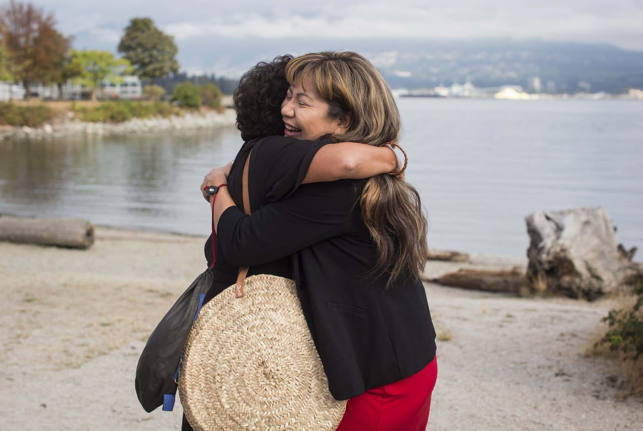 Amanda Nahanee, right, a descendant and cultural ambassador of the Squamish and Nisga&#39;a Nations, embraces Tsleil-Waututh Nation councillor Charlene Aleck in celebration before First Nations leaders respond to a Federal Court of Appeal ruling on the Kinder Morgan Trans Mountain Pipeline expansio. (Darryl Dyck / The Canadian Press)</p>