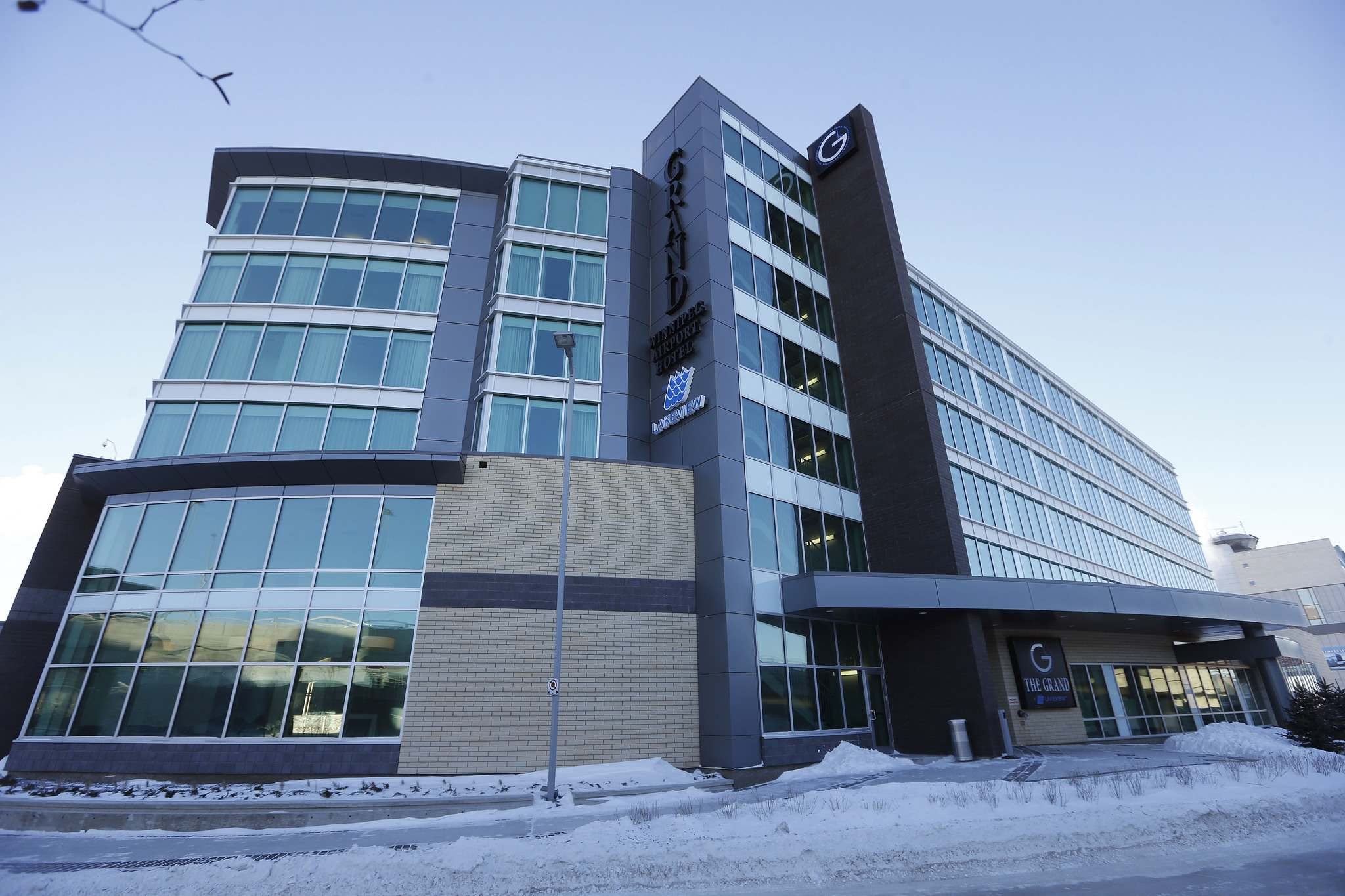 The Grand Winnipeg Airport Hotel opened in 2014 directly across from the aiport terminal. (Ken Gigliotti / Winnipeg Free Press Files)</p>