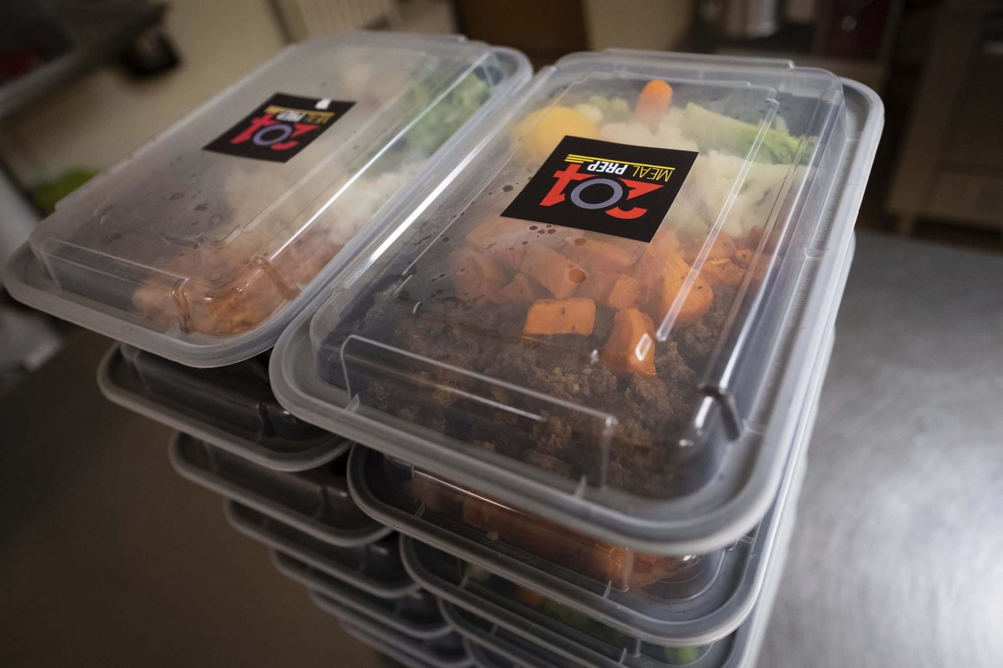 Daniel Crump / Winnipeg Free Press</p><p>Anthony Halyckyj uses reusable plastic containers to deliver his meals.</p>