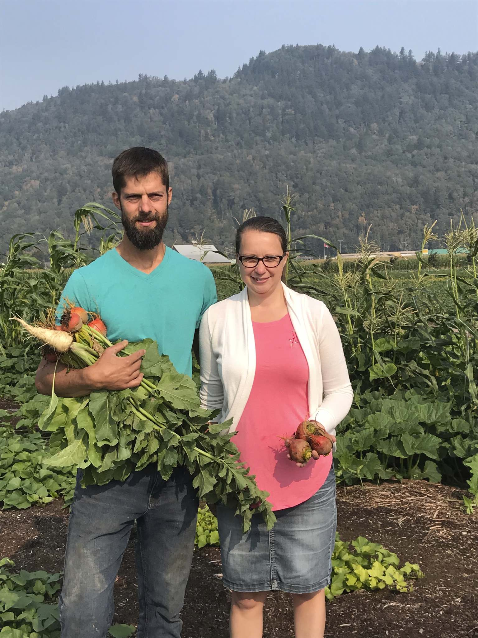 Kim Pemberton / Winnipeg Free Press</p><p>Dan (left) and Helen Oostenbrink grow more than 50 different crops on their organic farm in Chilliwack and sell their produce at their new store, the Local Harvest.</p>