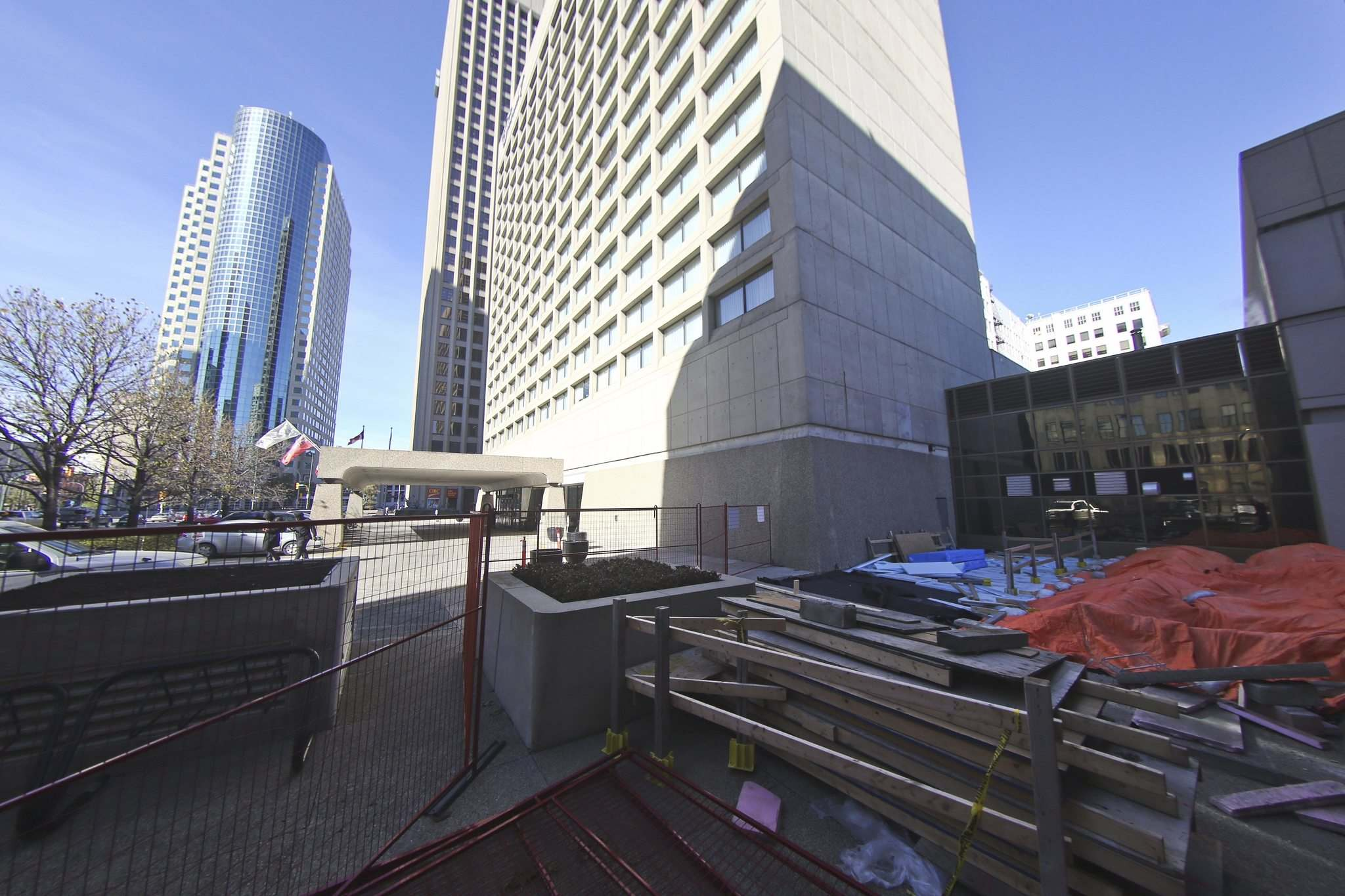Preliminary engineering studies conducted by the owners of two properties at Portage and Main show conclusively that damage to the membrane is far more significant than first thought. (Mike Deal / Winnipeg Free Press)</p>