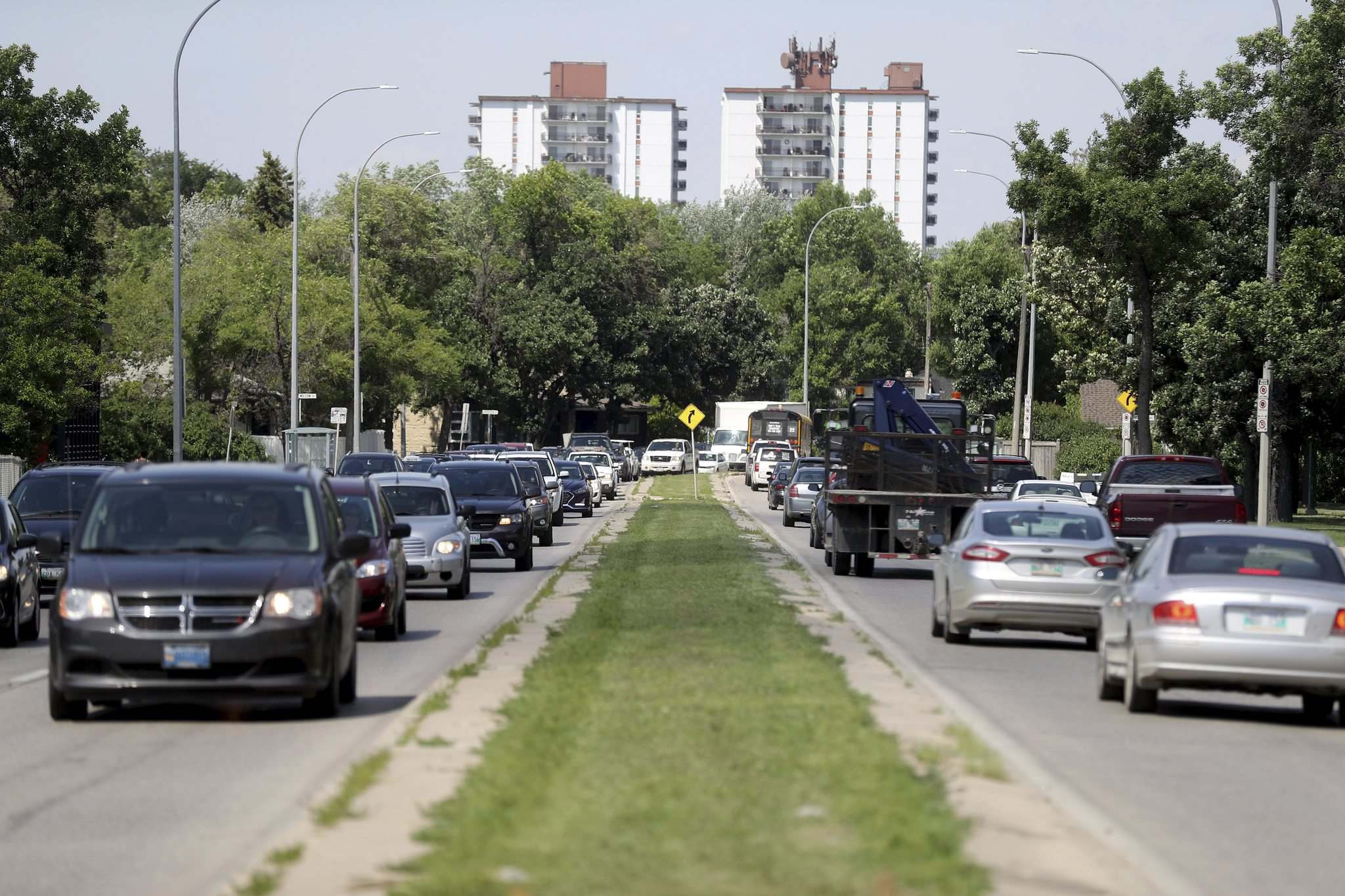 TREVOR HAGAN / WINNIPEG FREE PRESS FILES</p><p>Widening Kenaston Boulevard is the obvious solution, but it isn't the most innovative or forward-thinking.</p>