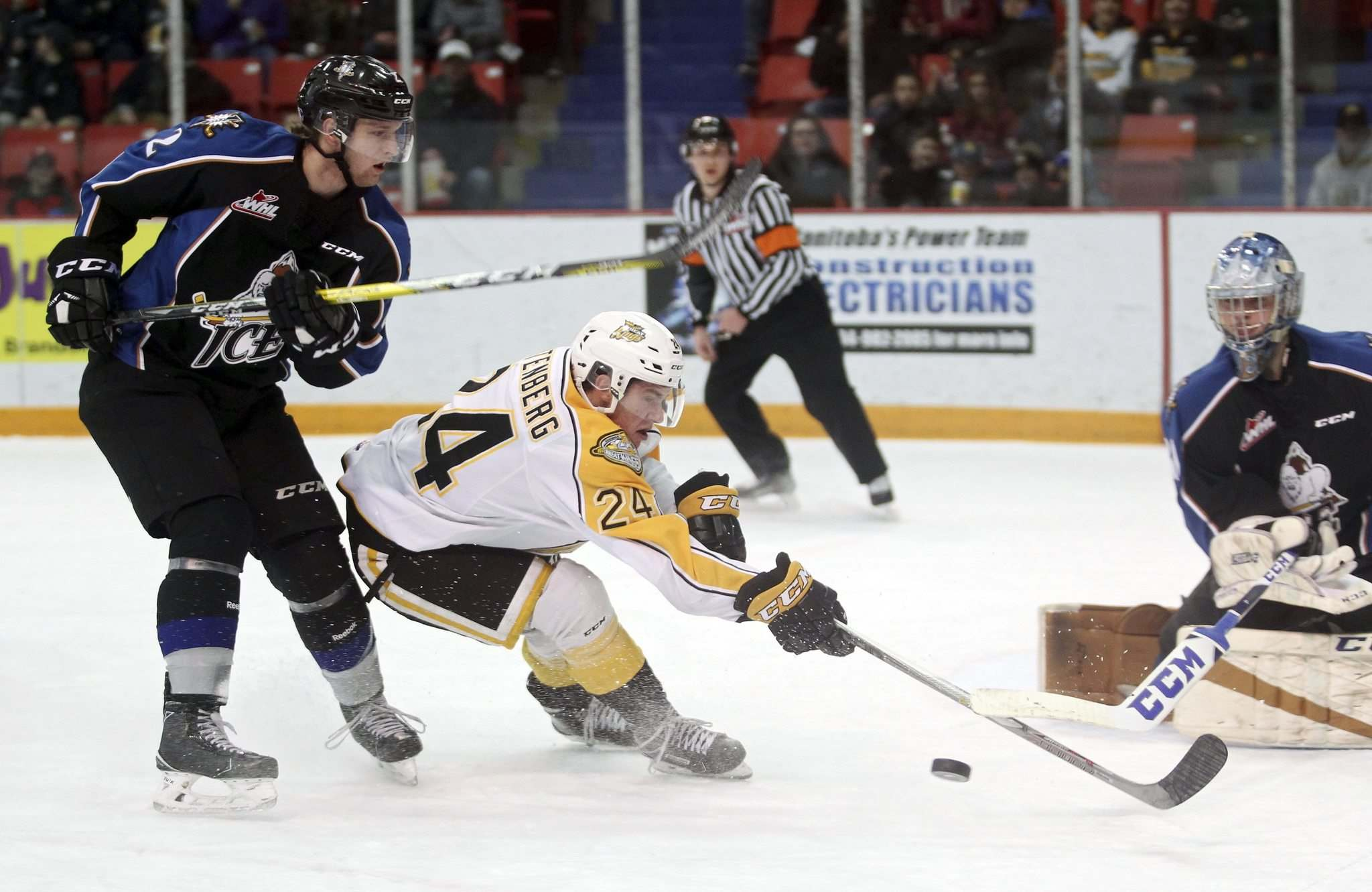 Tim Smith / Brandon Sun files</p><p>Kootenay Ice defenceman Troy Murray (left) and goalie Payton Lee keep tabs on Brandon's Connor Gutenberg. The Ice could be moving to Winnipeg.</p>