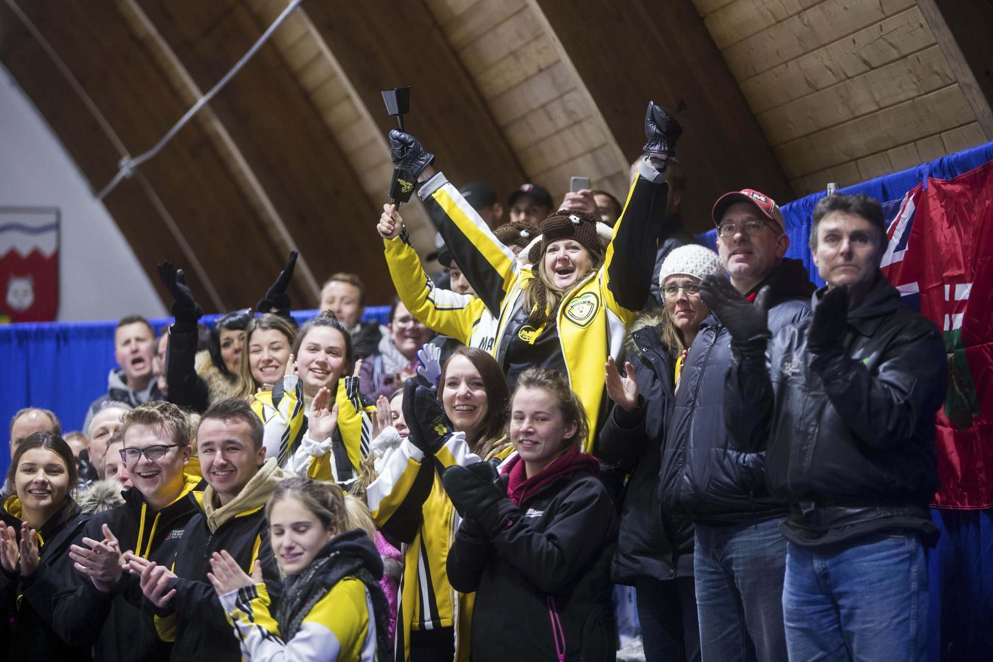MIKAELA MACKENZIE / WINNIPEG FREE PRESS</p><p>Team Manitoba fans celebrate their win at the Fort Rouge Curling Club in Winnipeg on Saturday, Nov. 10, 2018.</p>