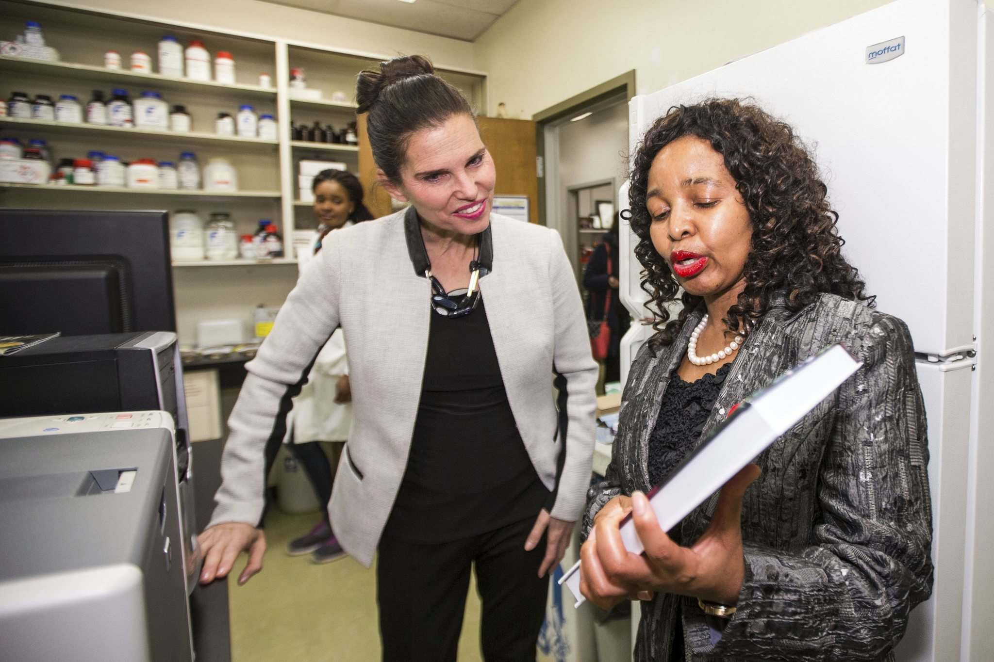 MIKAELA MACKENZIE / WINNIPEG FREE PRESS</p><p>Kirsty Duncan, Minister of Science and Sport, gets a tour of Trust Beta's grains lab after announcing national investments in the Canada Research Chairs Program at the University of Manitoba.</p>