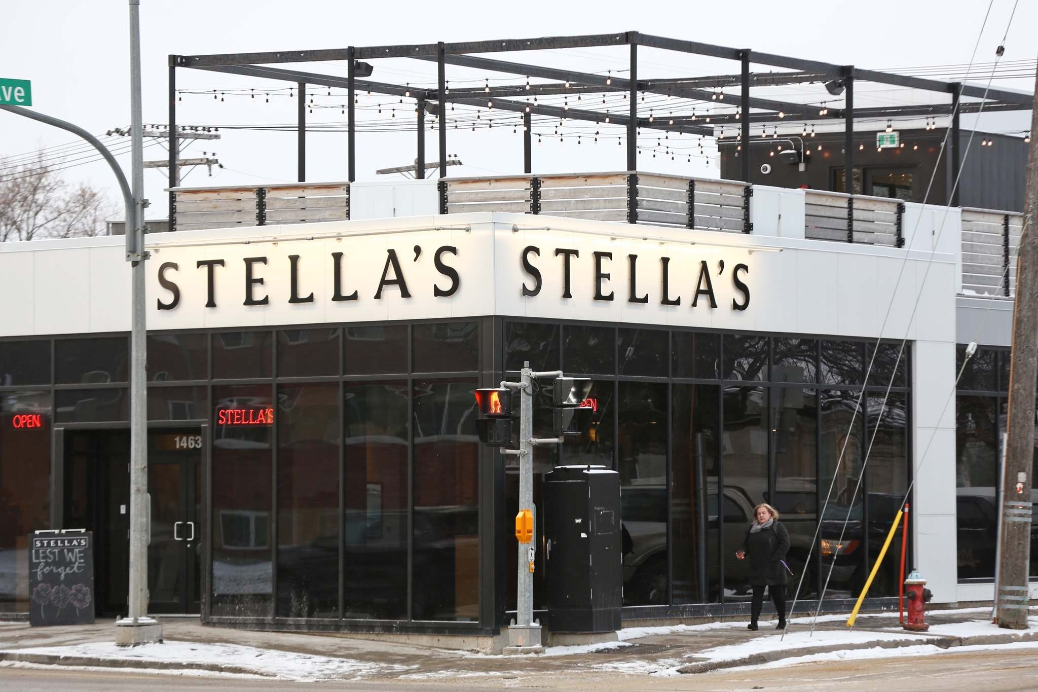 For front-line staff currently working at Stella's seven locations, this past week has been especially stressful. (Mike Deal / Winnipeg Free Press files)</p>