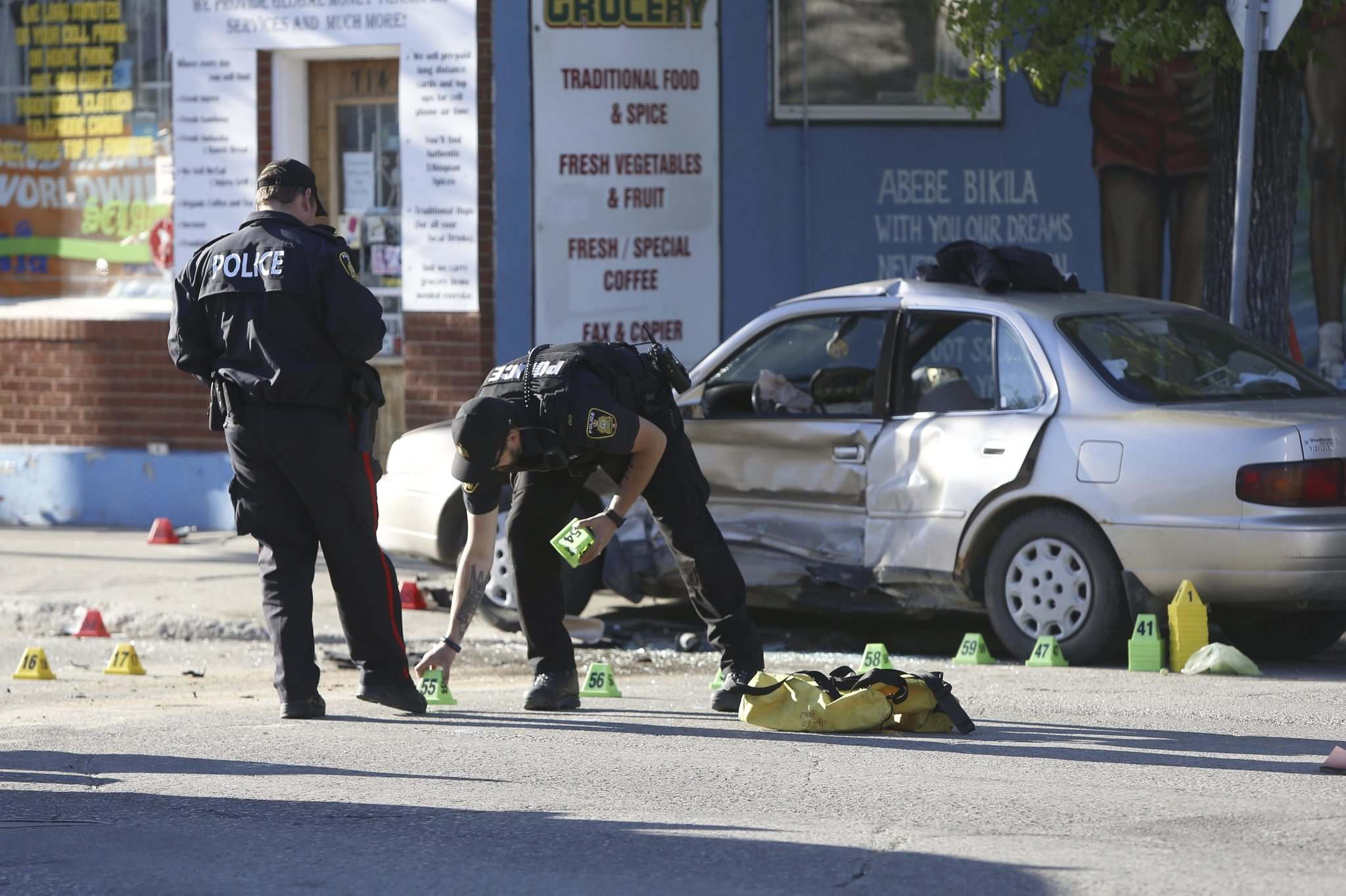 Winnipeg police investigates a collision on Ellis Avenue in a file image. The insurance of such incidents will cost even the drivers of Manitoba starting from March 1.
