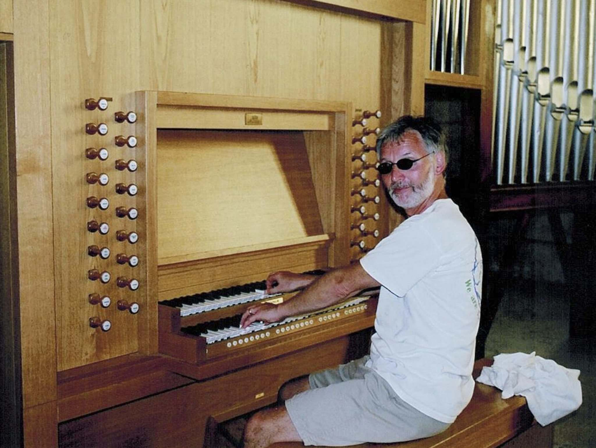 Don Askholm plays an organ at a church in Havana, Cuba, in 2006. Askholm played organs at churches during his travels with his wife Kathy. (Supplied)</p>