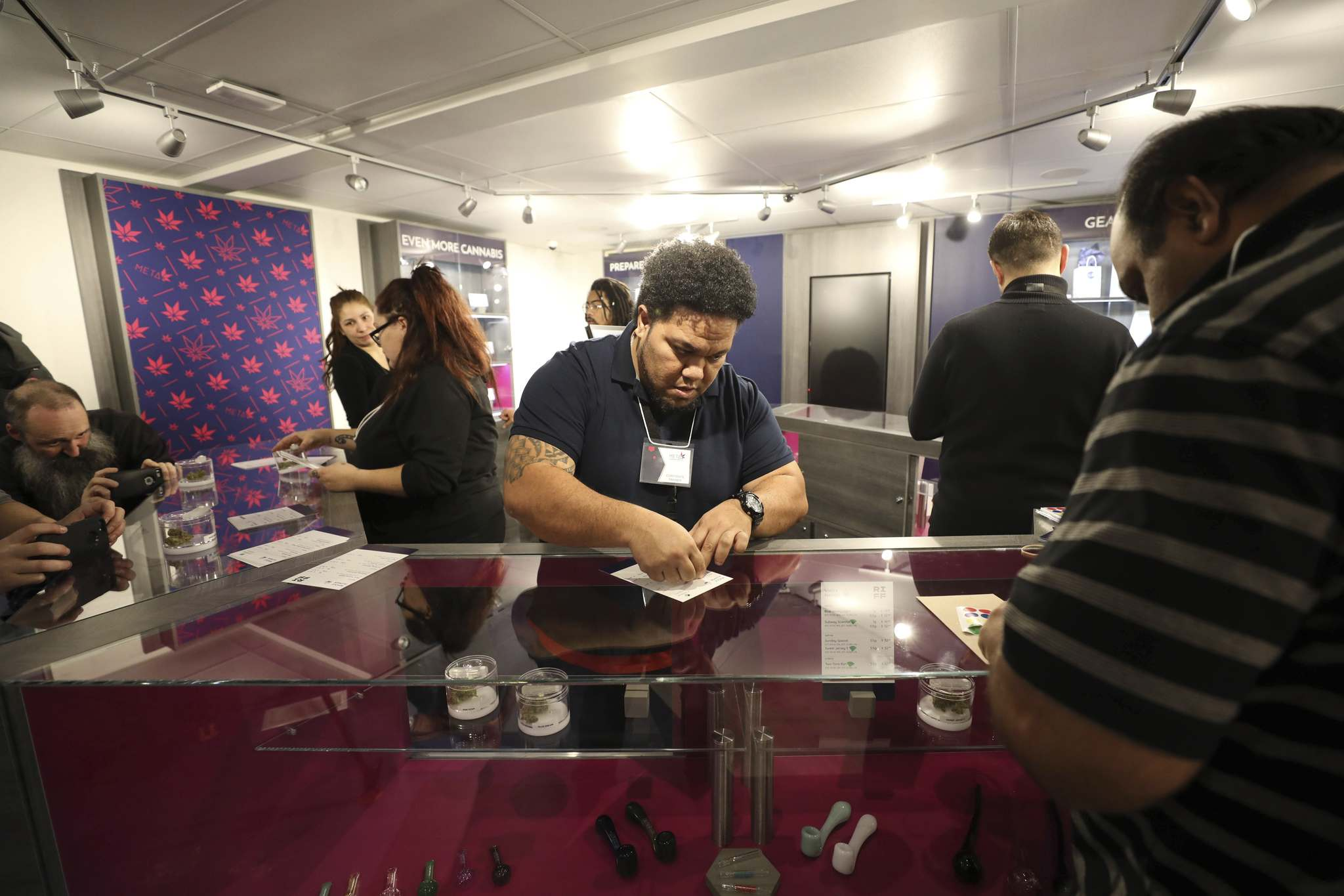RUTH BONNEVILLE / WINNIPEG FREE PRESS</p><p>Staff at Meta Cannabis Supply Co. set up for openning of the first recreational cannabis store on a Winnipeg urban reserve Friday at 420 Madison St.</p>