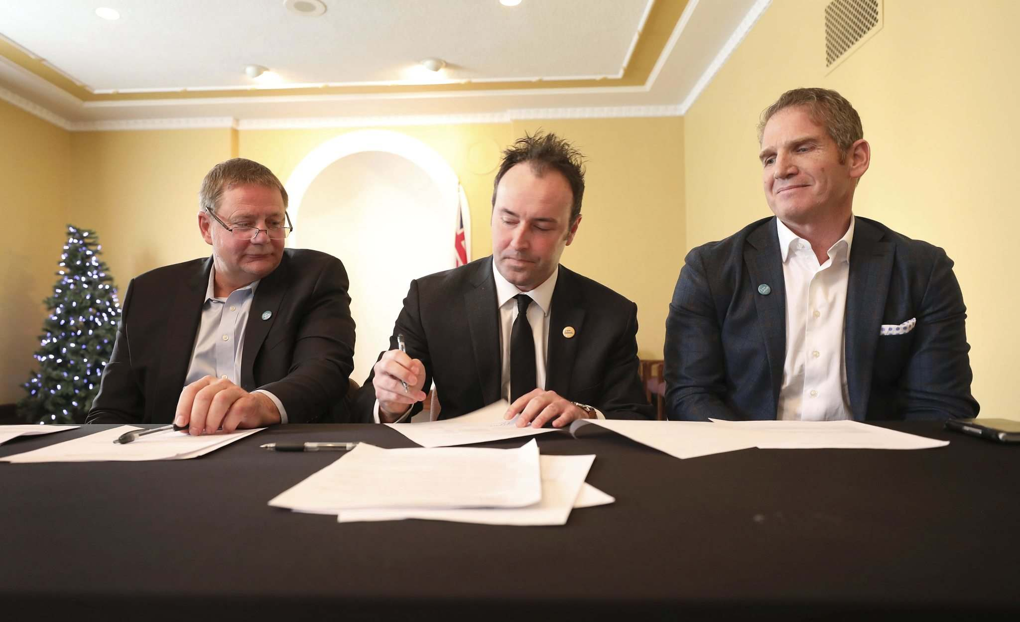 Macdonald RM Reeve Brad Erb (left) and Chris Kennedy, chief operating officer of RFNOW Inc. and Rob Barlow, president of WireIE sign a memorandum of understanding to help get high-speed internet access to municipalities surrounding Winnipeg.</p>