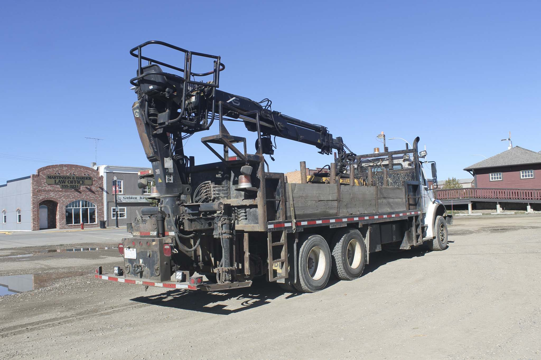 Dylan Robertson / Winnipeg Free Press</p><p>A truck similar to this crane-truck owned by CP Rail was used by an operator that was thrown from the bucket.</p>