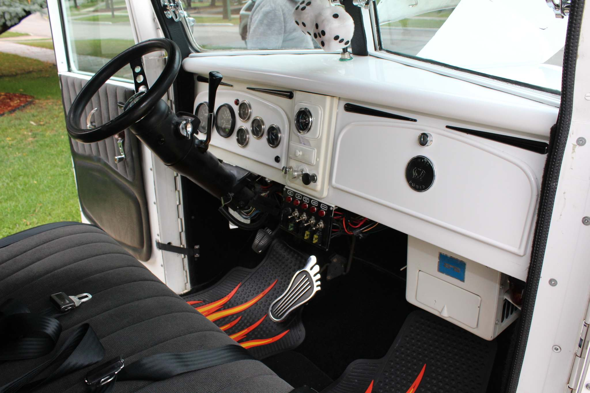 Interior features include a GMC steering column, reupholstered bench seat from a Ford Ranger pickup and a nifty barefoot gas pedal.