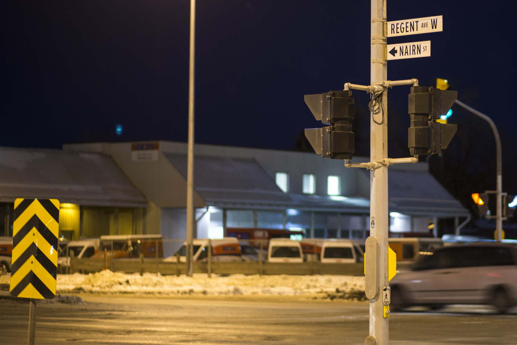 Police fired at a vehicle after it rammed through a roadblock at Panet Road and Nairn Avenue on Wednesday. (Mikaela MacKenzie / Winnipeg Free Press)</p>