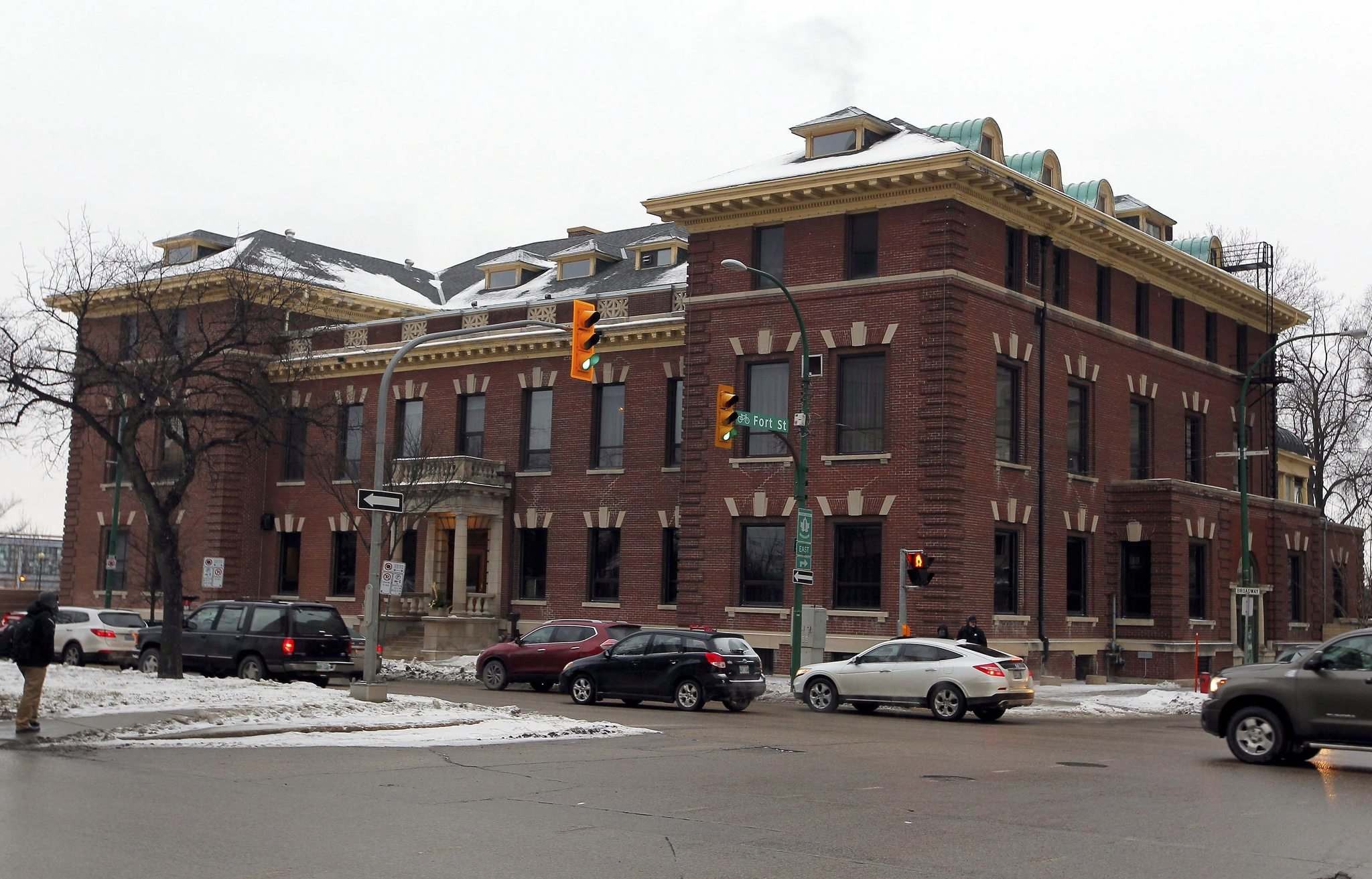 BORIS MINKEVICH / WINNIPEG FREE PRESS FILES</p><p>Established in 1874, the Manitoba Club, located at 194 Broadway, is the oldest private club in western Canada. A vote on the heritage status by the historical buildings committee for the 114-year-old red-brick building was postponed to allow the club an opportunity for further discussions with the city&#39;s planning department.</p>