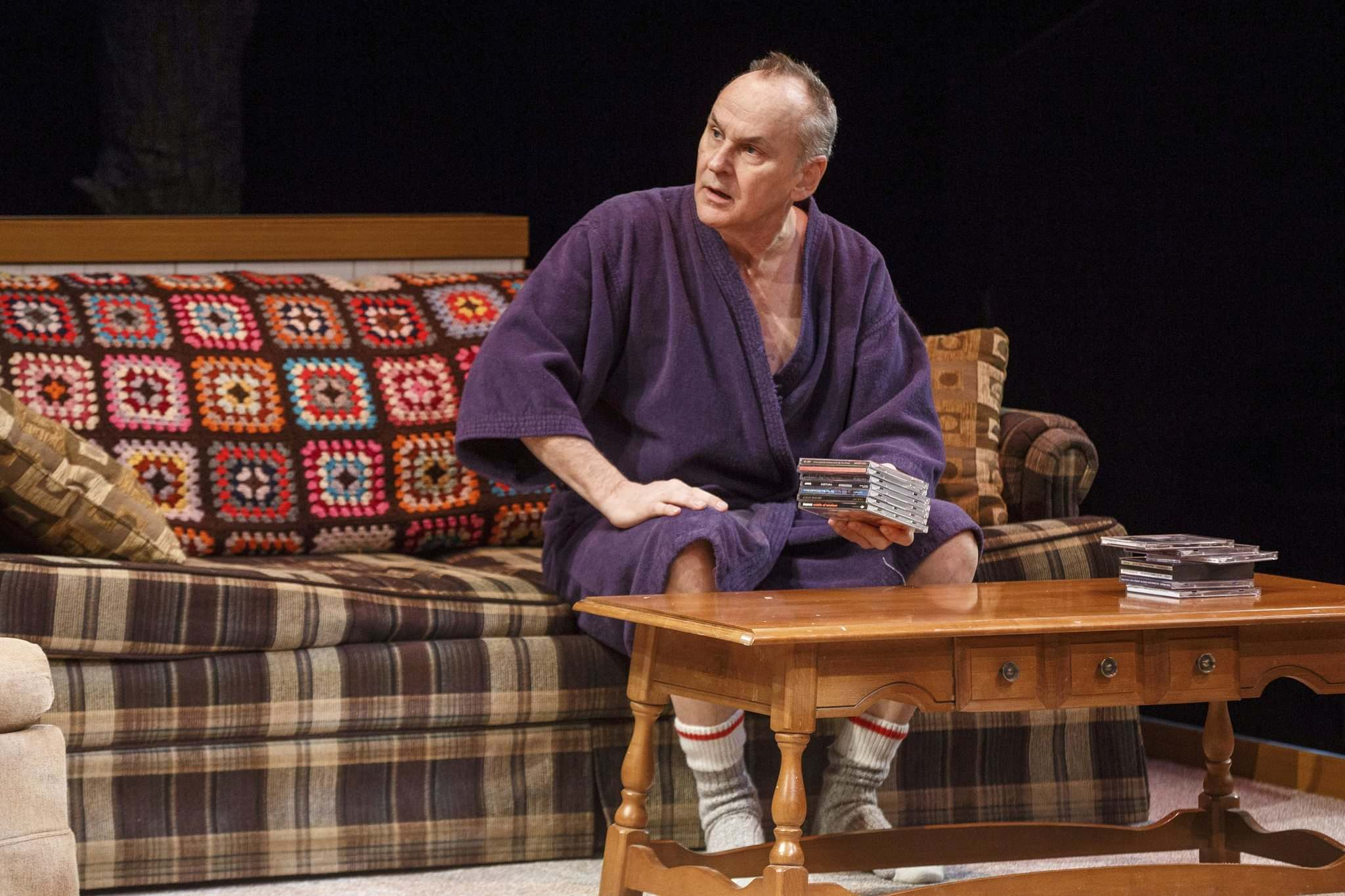 Daniel MacIvor's character Dougie has some medical issues he battles with booze instead of his prescribed medication. (Mike Deal / Winnipeg Free Press)