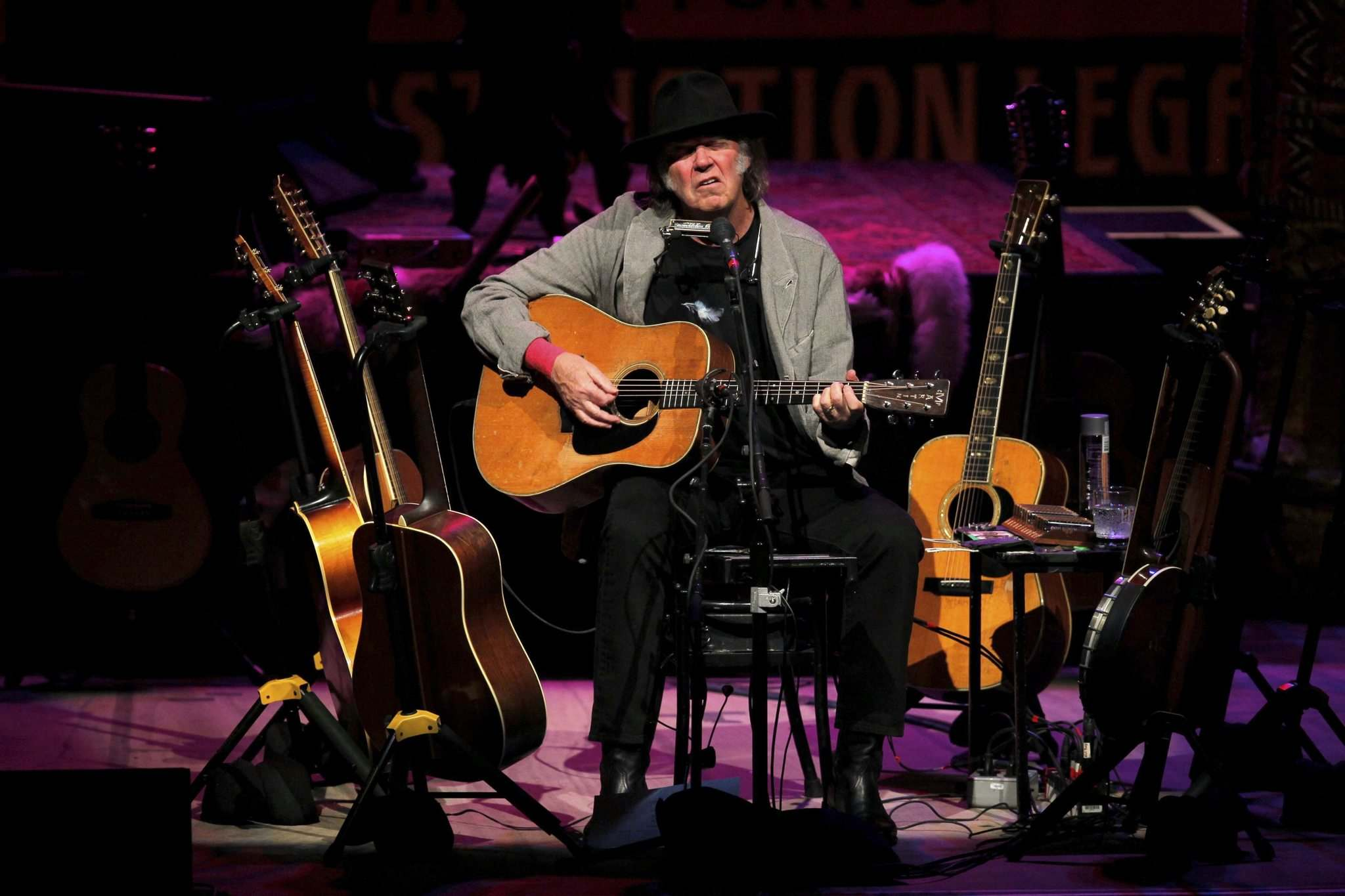 Young played a series of benefit concerts in 2014 to raise funds and awareness for First Nations groups in northern Alberta. (Boris Minkevich / Winnipeg Free Press files)