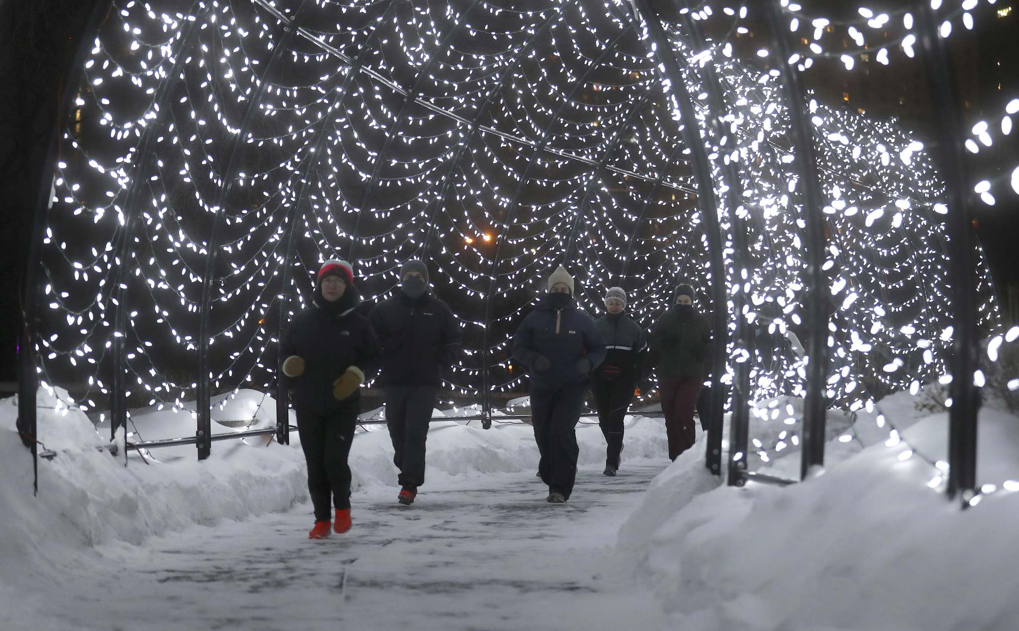 Somers has been co-ordinating spring, fall and winter sessions of the run club at The Forks for the past three years. (Trevor Hagan / Winnipeg Free Press)   TREVOR HAGAN / WINNIPEG FREE PReSS</p><p>Lindsay Somers, the new rec coordinator at The Forks, organizes a run club.</p></p>