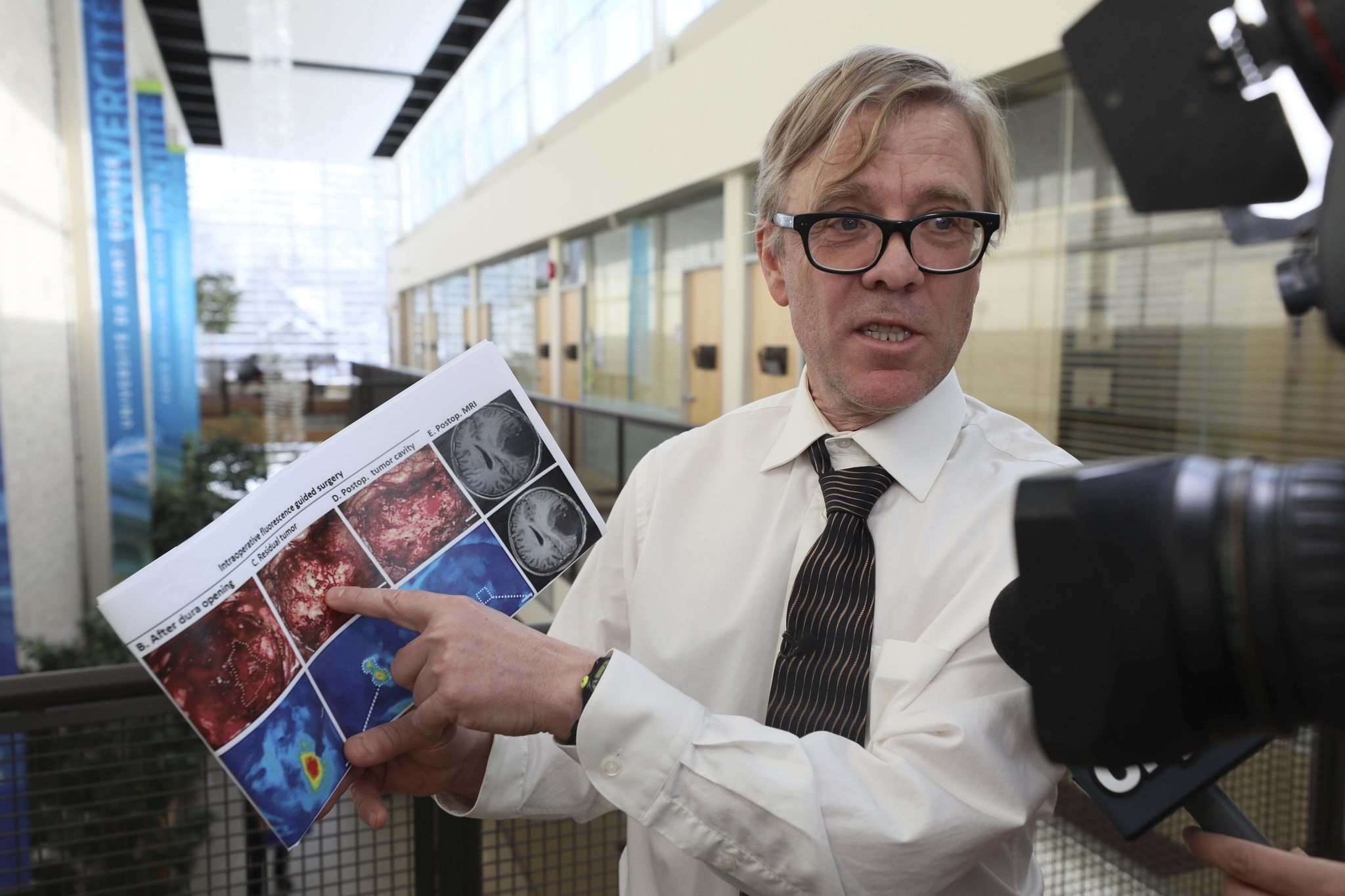 RUTH BONNEVILLE / WINNIPEG FREE PRESS <p />  Dr. Ron Geyer, from the University of Saskatchewan in Saskatoon, has developed injectable molecules that help surgeons diagnose, locate and remove brain tumours. It is hoped this can improve survival rates as high as 60 per cent from today's 12 to 14 per cent.</p>