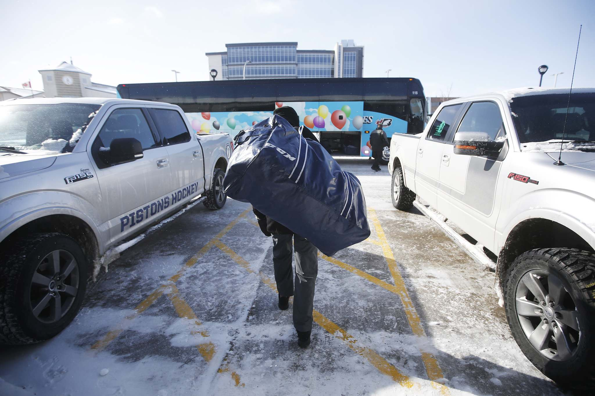 Steinbach Pistons players move gear to the bus for the ride to Waywayseecappo.</p>