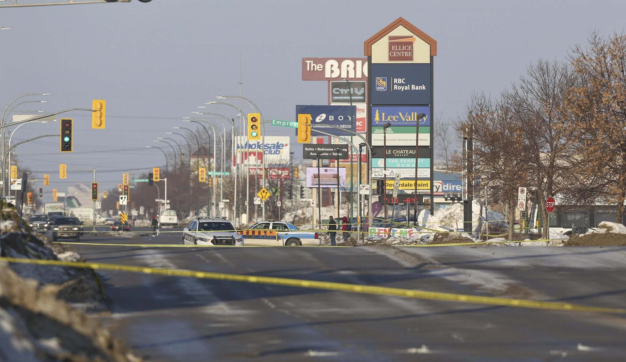Police closed off both directions of Ellice Avenue between Empress and Strathcona streets to investigate the shooting.</p><p>MIKE DEAL / WINNIPEG FREE PRESS</p>