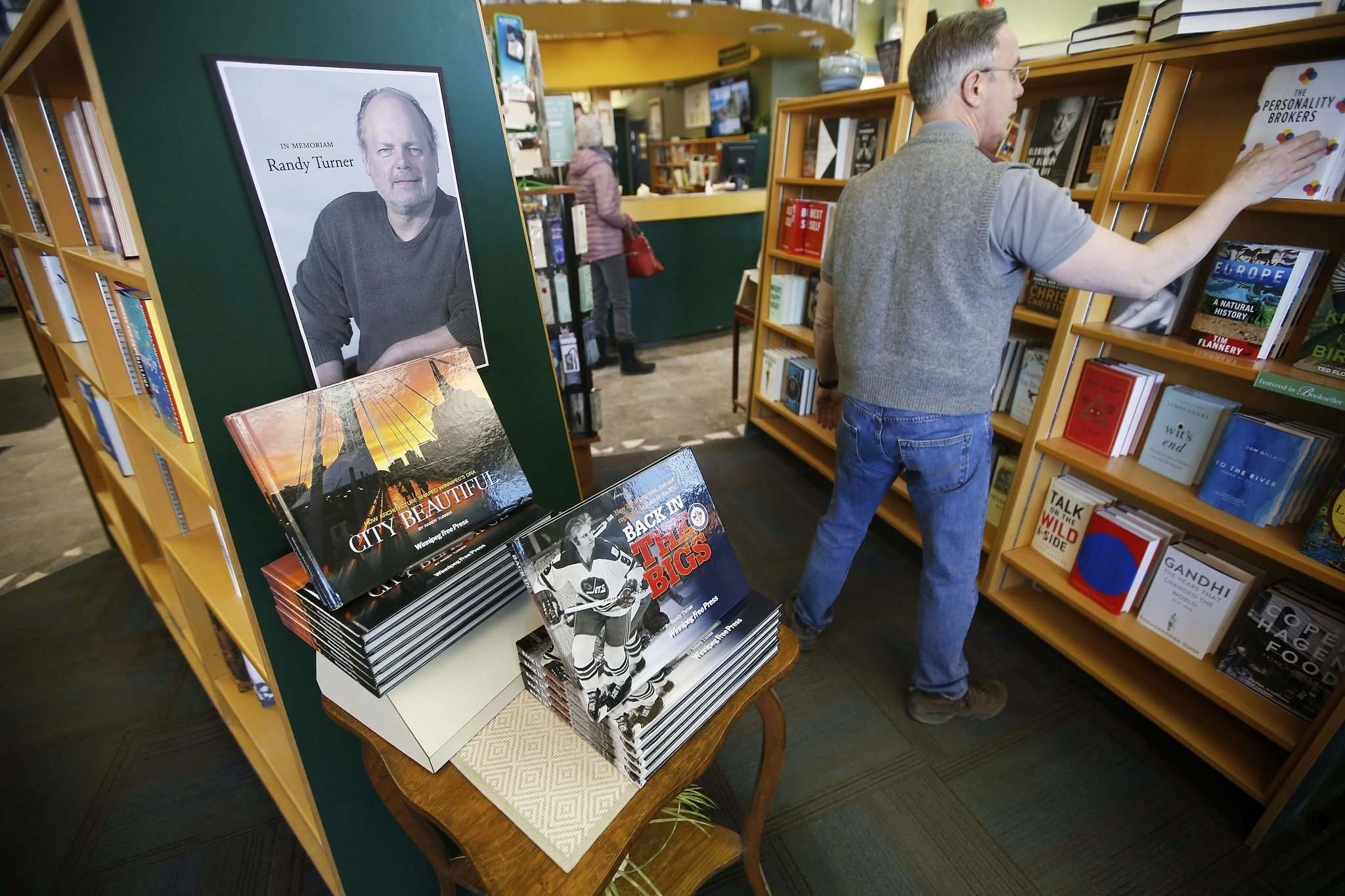 PHOTOS BY JOHN WOODS / WINNIPEG FREE PRESS</p><p>Free Press journalist Randy Turner's books are displayed at the McNally Robinson bookstore on Sunday. Turner, 57, died last Wednesday.</p></p>