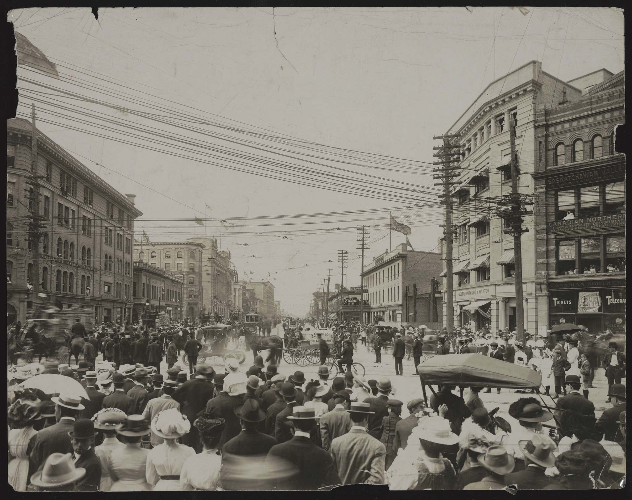 People gather at Portage and Main in 1919. (Winnipeg Free Press files)</p>
