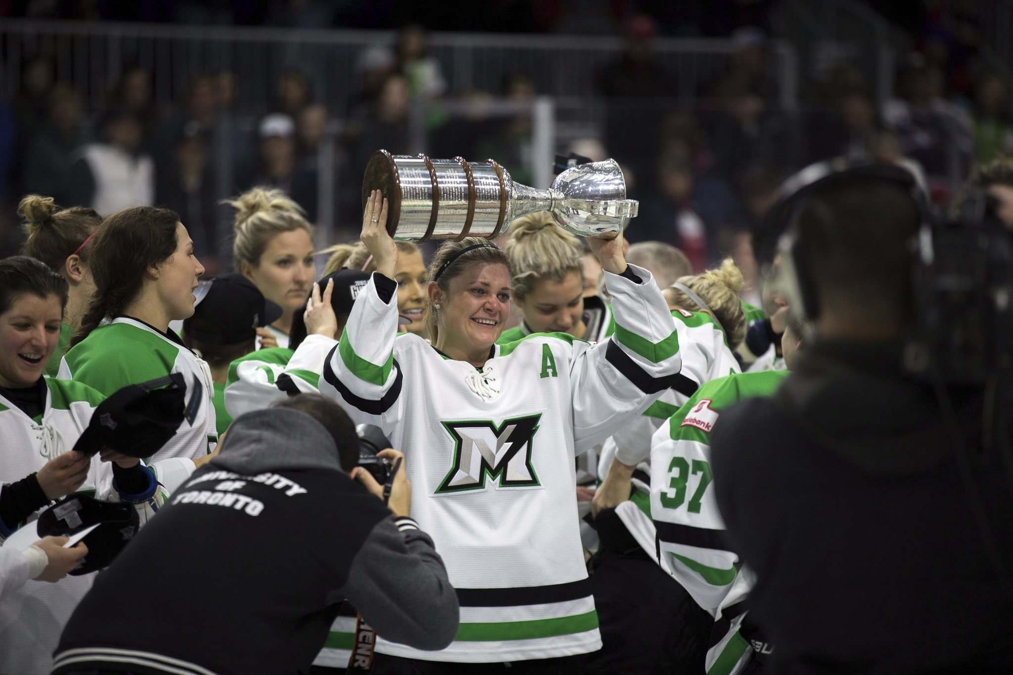 Chris Donovan / The Canadian Press files</p><p>The Markham Thunder hoisted the CWHL's Clarkson Cup in 2018.</p>