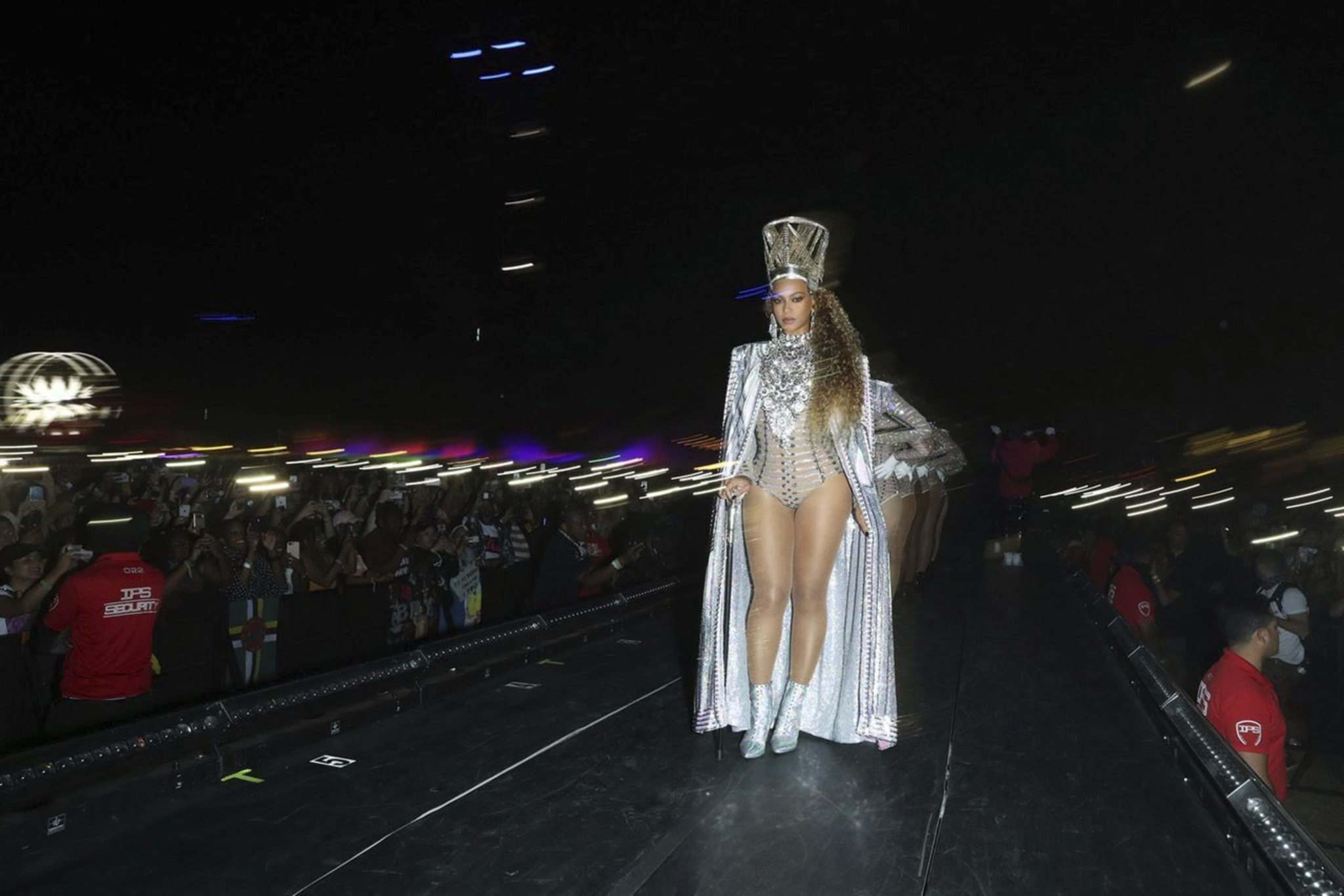 Beyoncé hits the stage at Coachella during the Netflix film Homecoming. (Parkwood Entertainment / Netflix)</p>