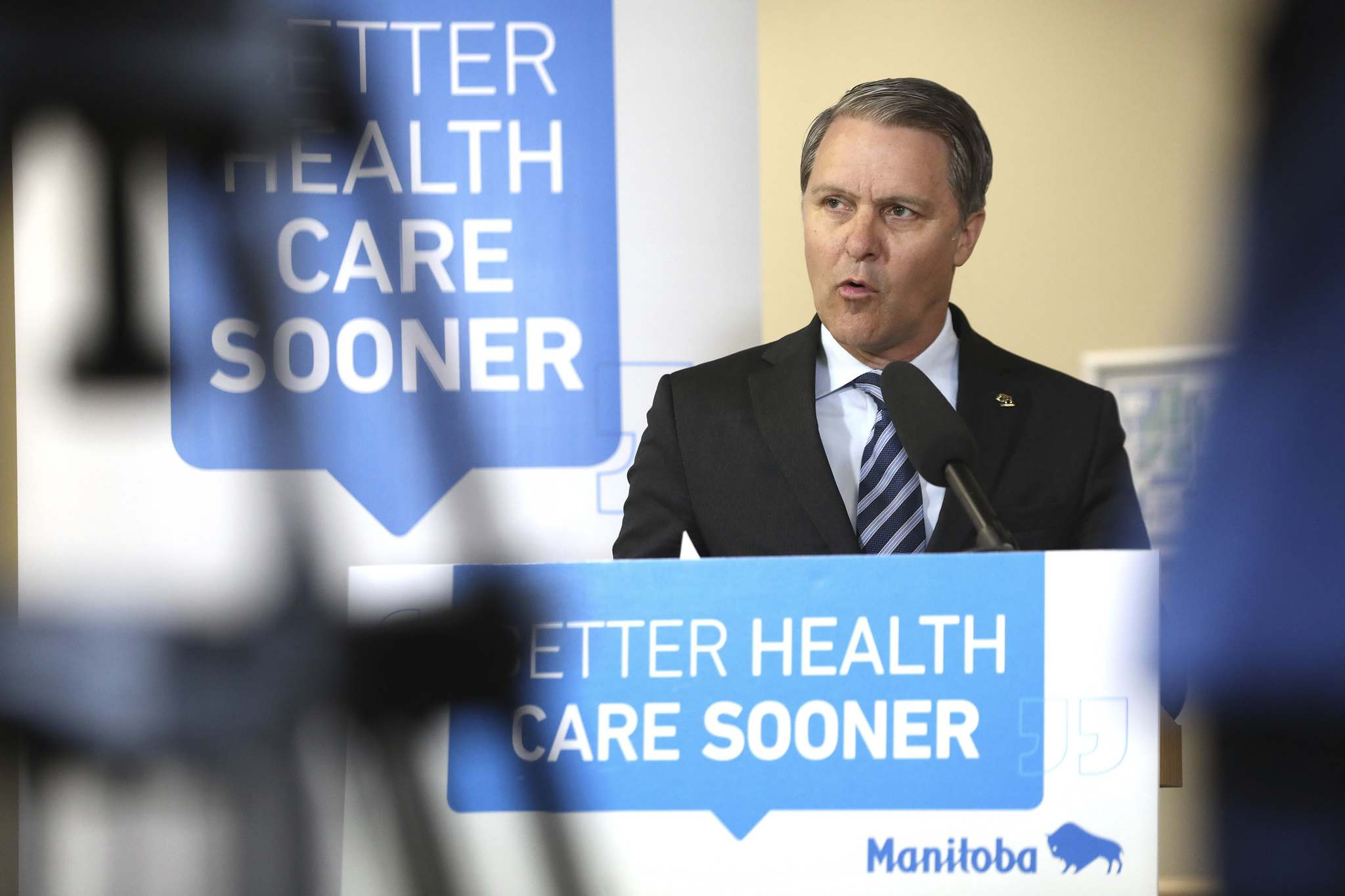RUTH BONNEVILLE / WINNIPEG FREE PRESS</p><p>Cameron Friesen, Minister of Health, Seniors and Active Living announces expanded access to CT scans for Manitobans at Misericordia Health Centre Thursday.</p>