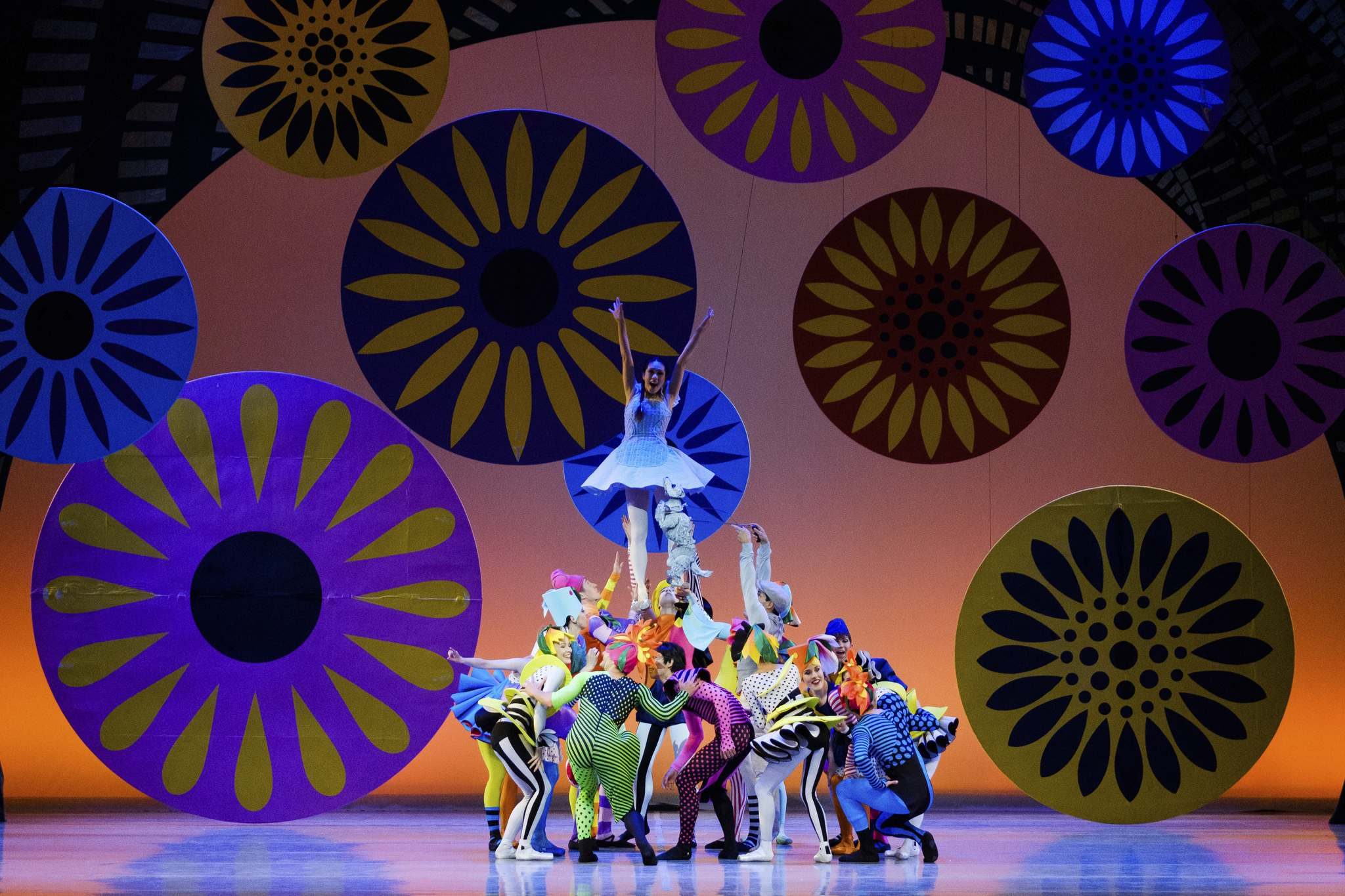 The performance is firmly grounded in virtuosic ballet technique, performed en pointe with the show's kaleidoscopic juxtaposition of styles. (Daniel Crump / Royal Winnipeg Ballet)</p>